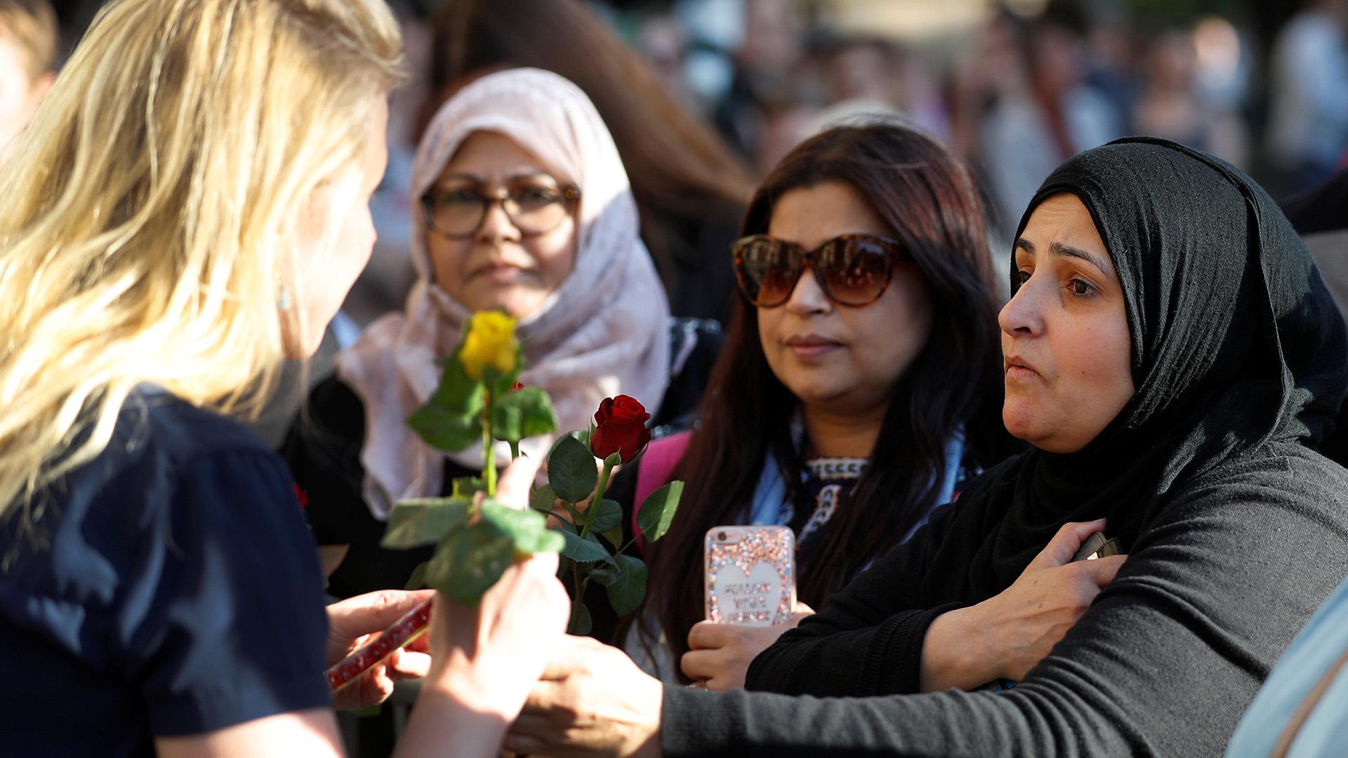 Miles de personas se congregaron en el centro de Manchester(REUTERS)