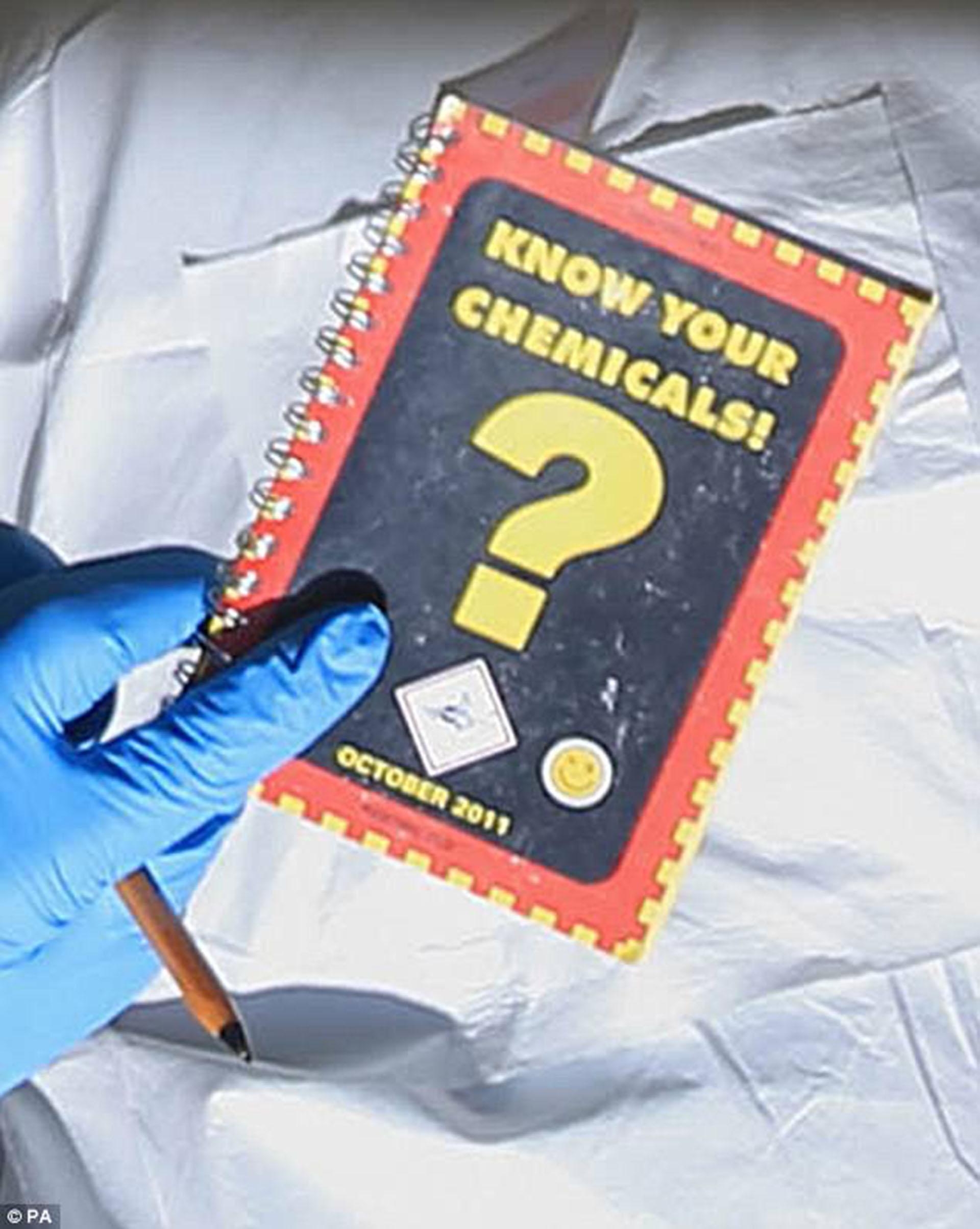 Las autoridades encontrar un pequeño folleto de cómo preparar explosivos