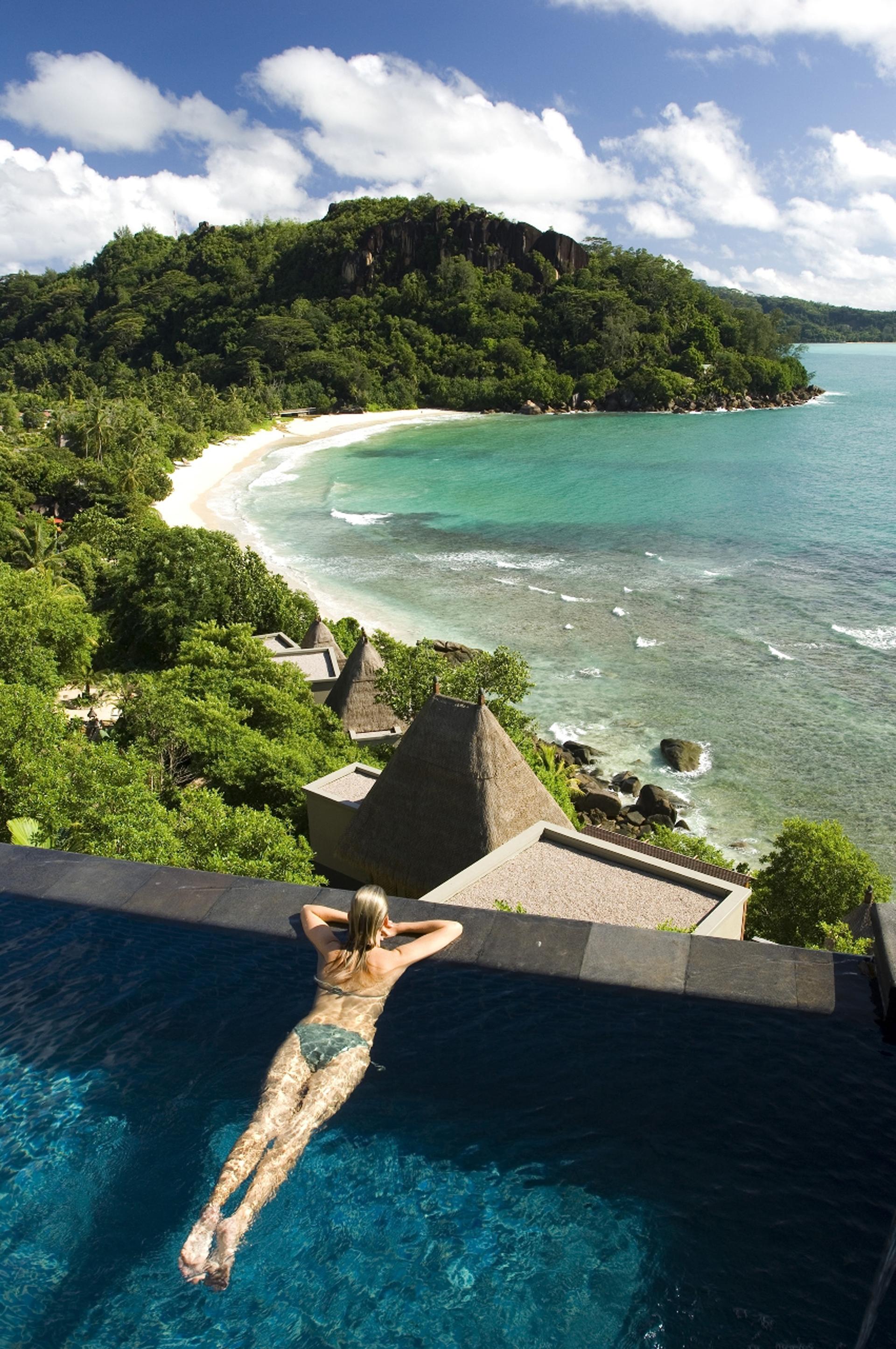 Desde la psicina descubierta del hotel se puede ver toda la costa del paraíso (Fine Hotels Spa & Resort of The World)