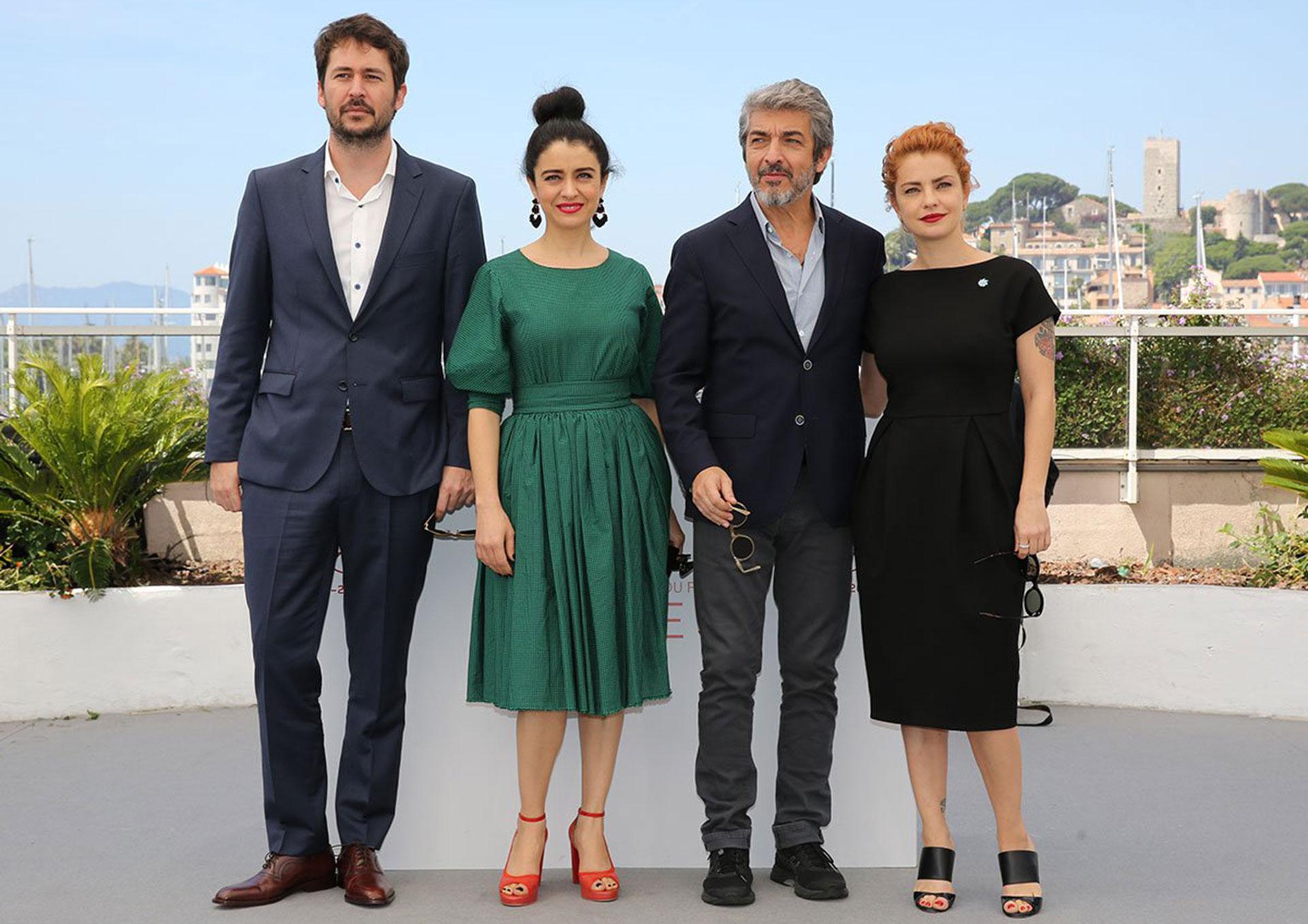 Santiago Mitre, Erica Rivas, Ricardo Darin y Dolores Fonzi, en Cannes