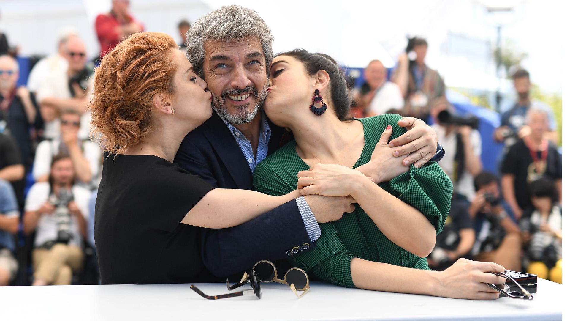 Complicidad, elegancia y sobriedad en la alfombra roja del festival de cine más importante: Cannes (Photo by Pascal Le Segretain/Getty Images)