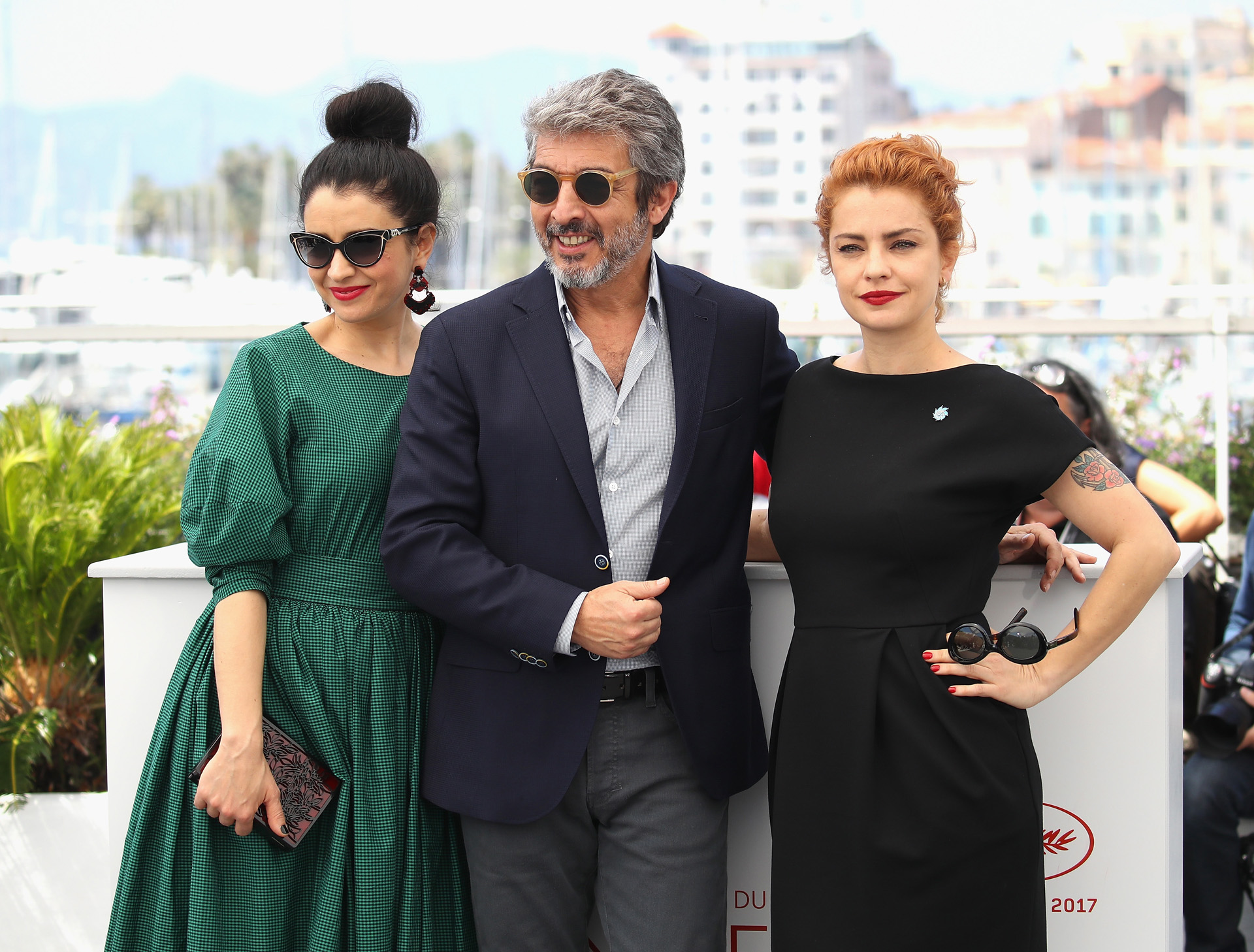 "CANNES, FRANCE – MAY 24: (L-R) Actors Erica Rivas, Ricardo Darin and Dolores Fonzi attend the ""La Cordillera – El Presidente"" photocall during the 70th annual Cannes Film Festival at Palais des Festivals on May 24, 2017 in Cannes, France. (Photo by Chris Jackson/Getty Images)"