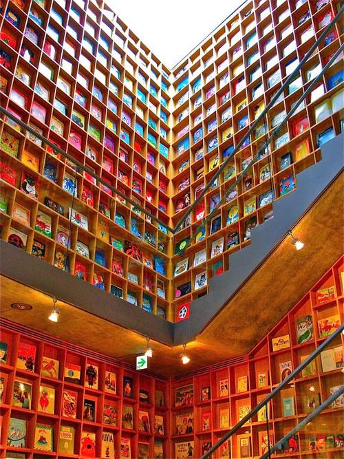 La biblioteca y museo de libros visuales para niños en Iwaki, Japón (Ken Lee)