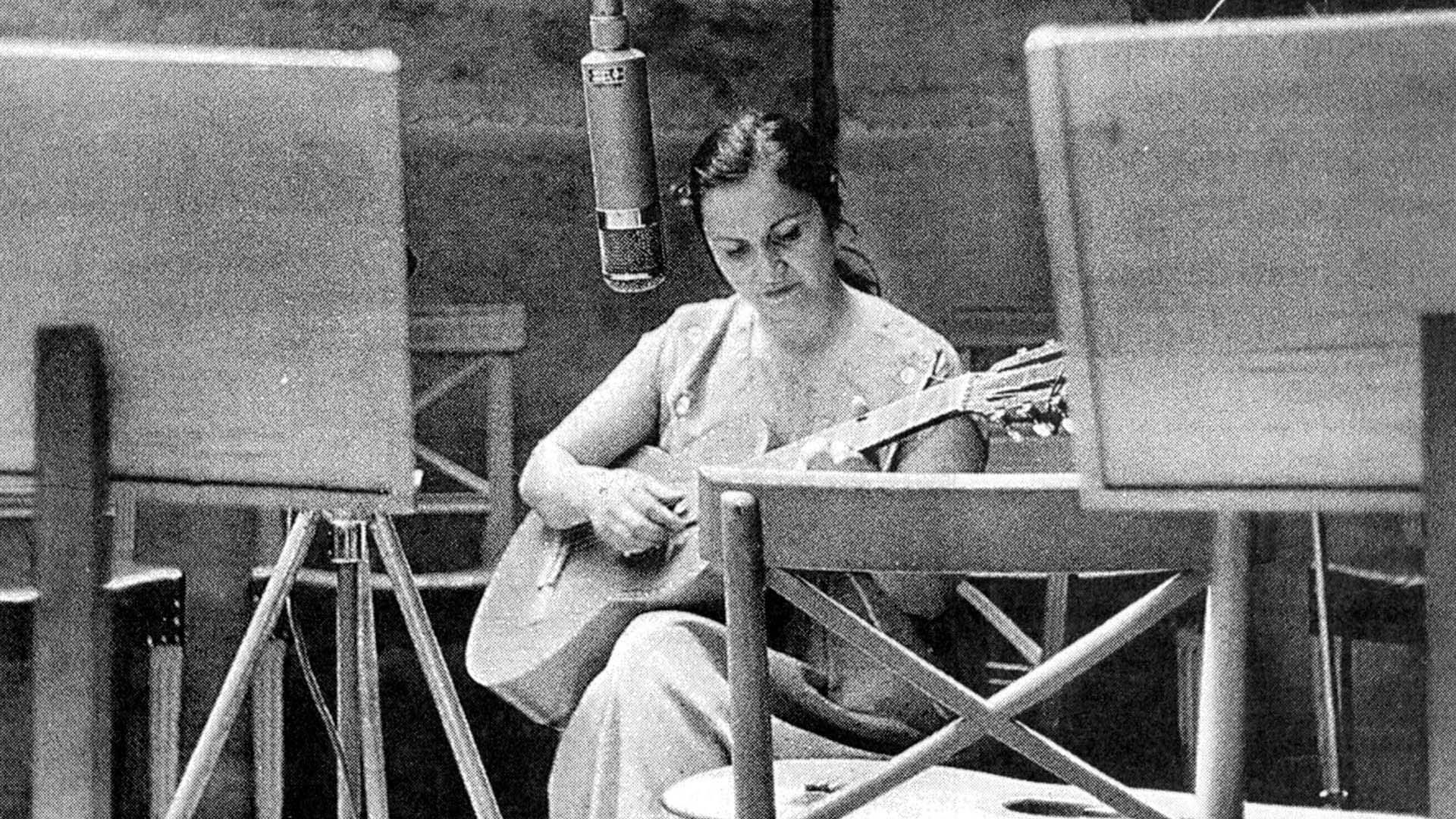 Violeta Parra nació el 4 de octubre de 1917 y murió el 5 de febrero de 1967. Este año, el aniversario es doblemente redondo