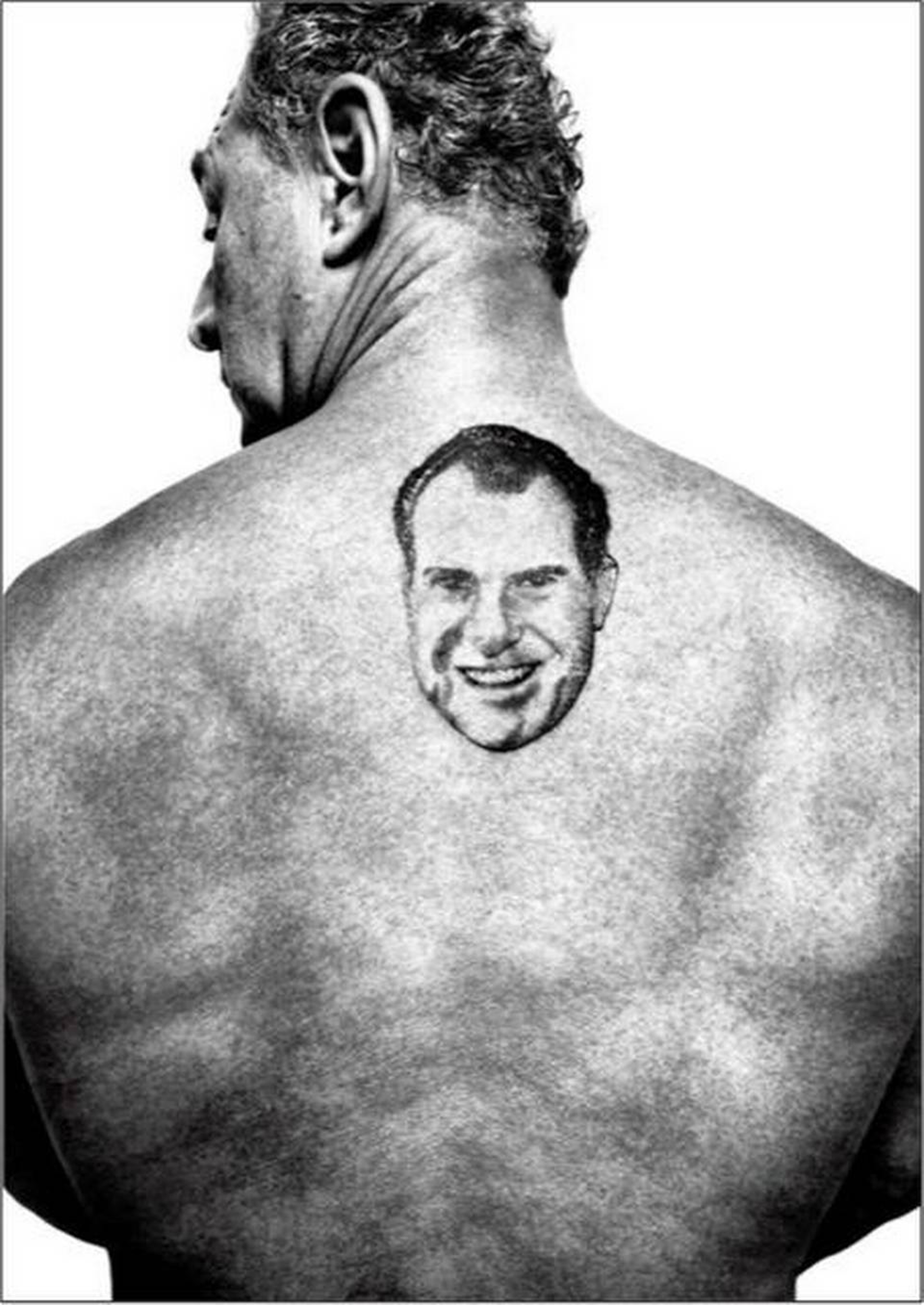 El tatuaje de Nixon en su espalda