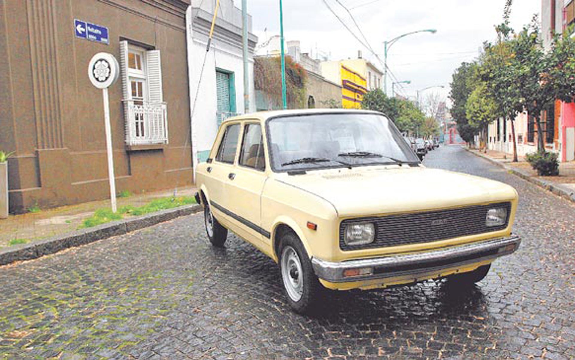Un Fiat 128 Europa fue el primer 0km que se compró Maradona, ya en su época como futbolista