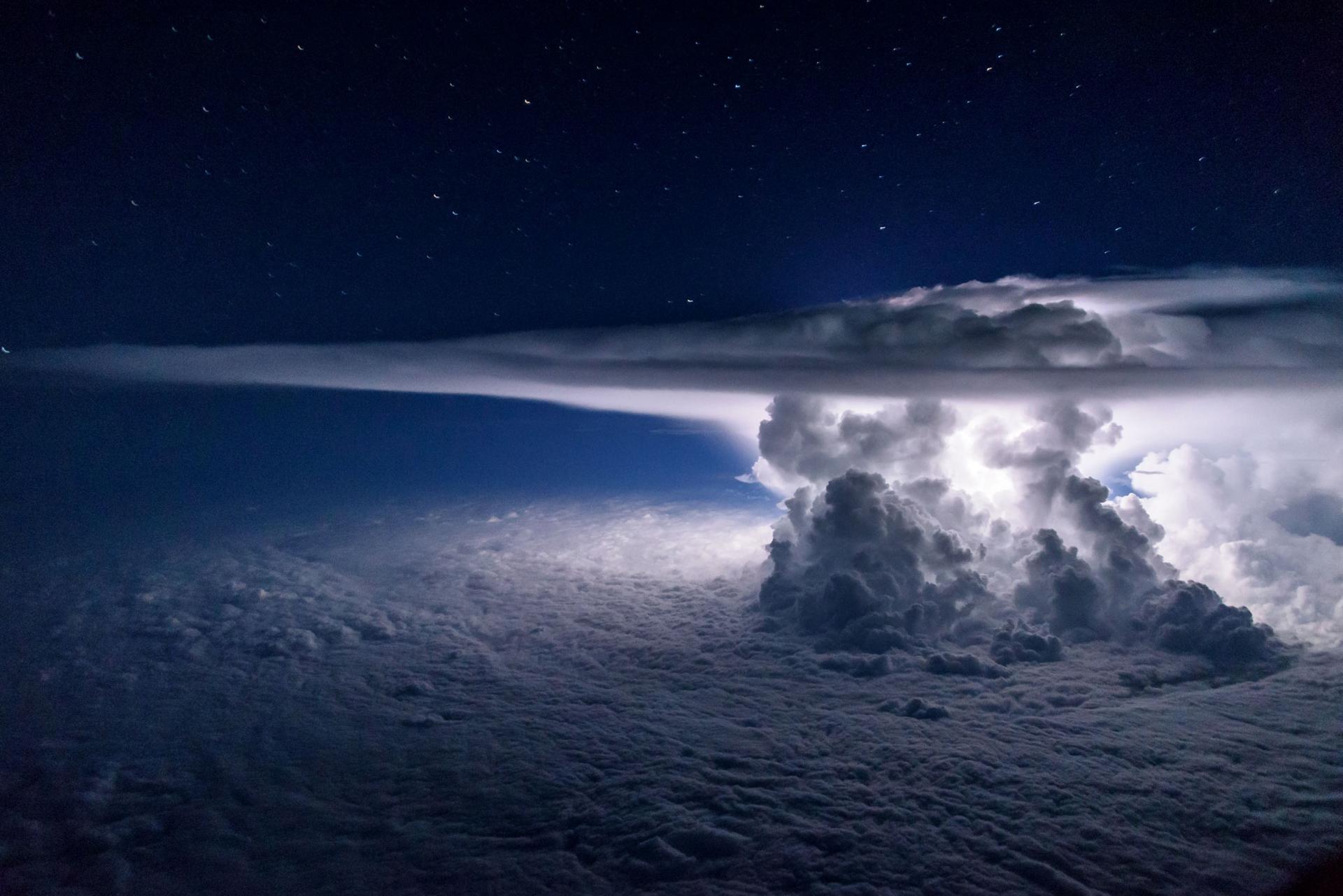 A más de 10 mil metros de altura sobre el Océano Pacífico