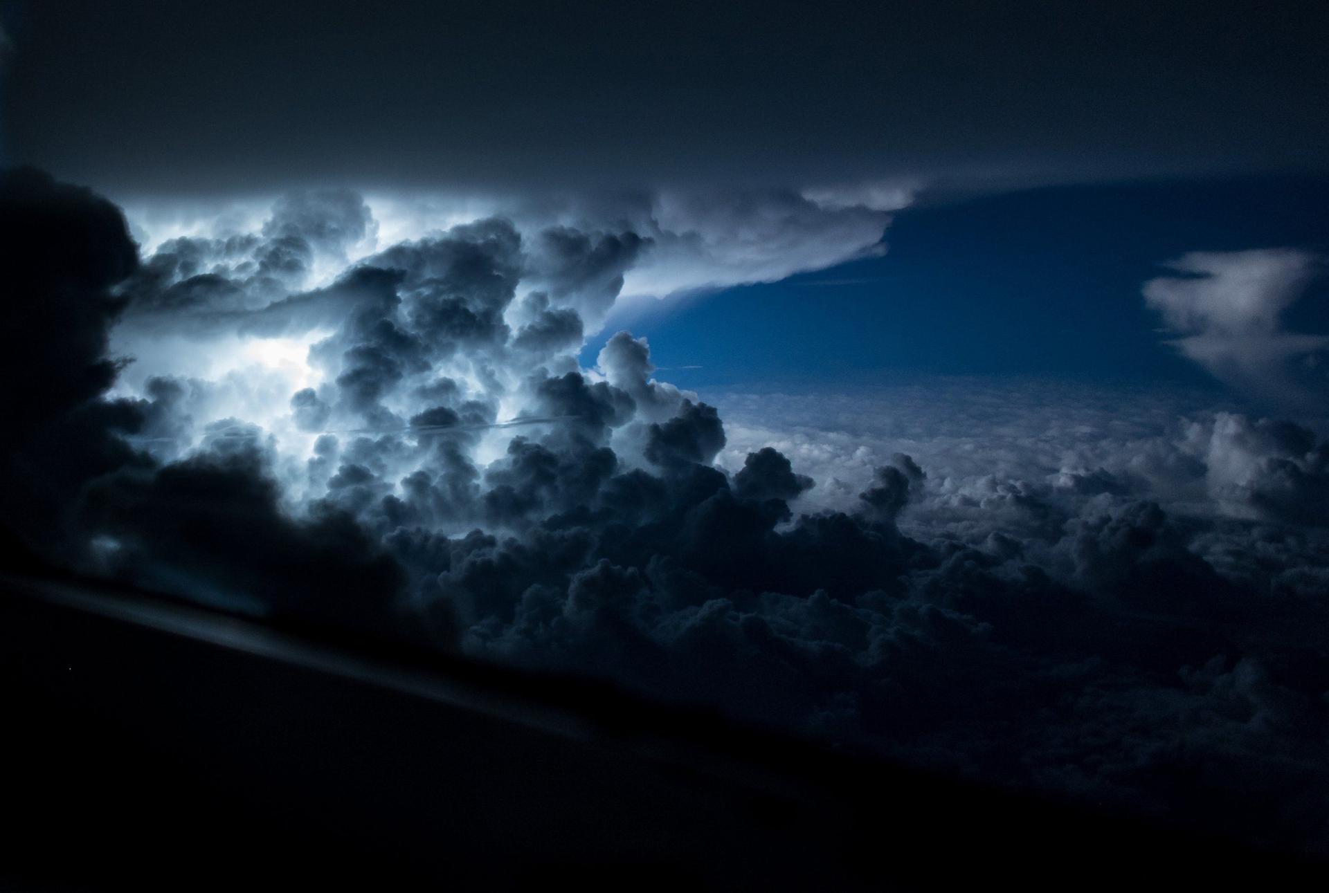 Cerca de Jamaica, en el océano Atlántico, en medio de una gran tormenta