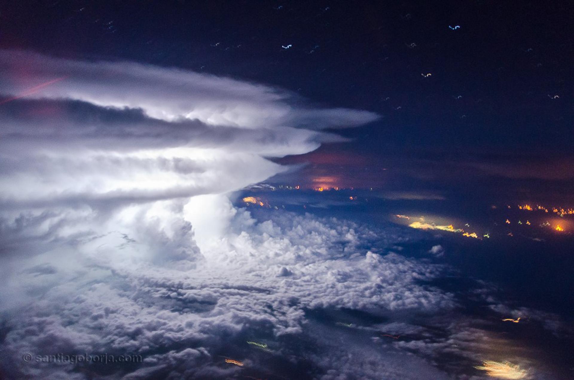 El curioso juego de las nubes en la costa venezolana