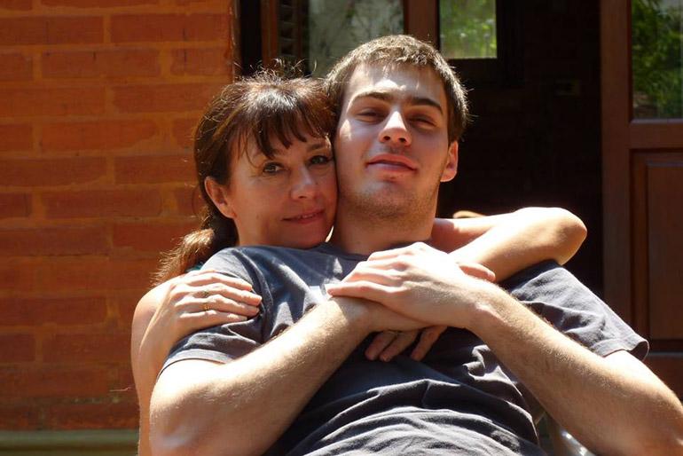 Ignacio y Beatríz, su mamá, quien desde el día que viajó a reunirse con su hijo, enterada del accidente , jamás regresó a su casa de Resistencia, Chaco
