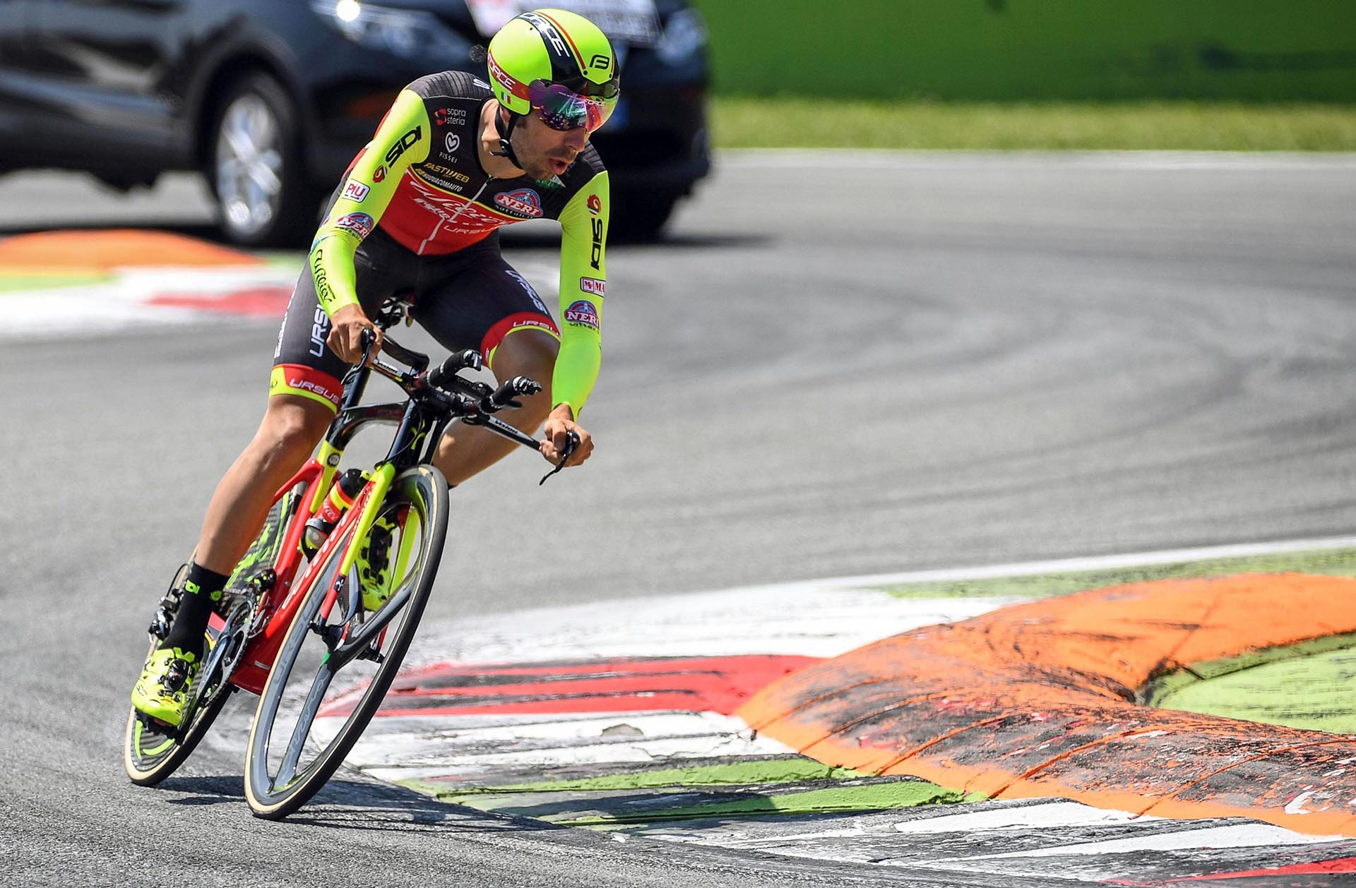 El italianoGiuseppe Fonzi en el autódromo deMonza