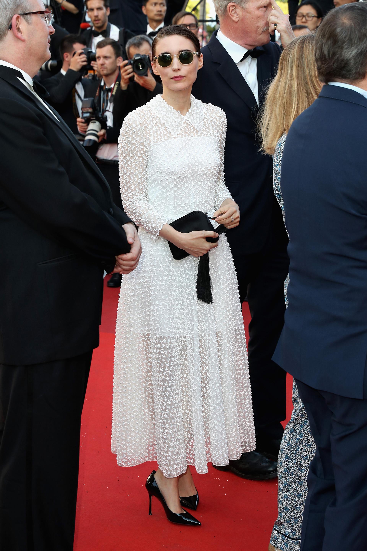 """Rooney Mara presente en el cierre de Cannes para ver a su novio, Joaquin Phoenix, ganador como mejor actor por el drama """"You Were Never Really Here"""" de la directora británica Lynne Ramsay"""