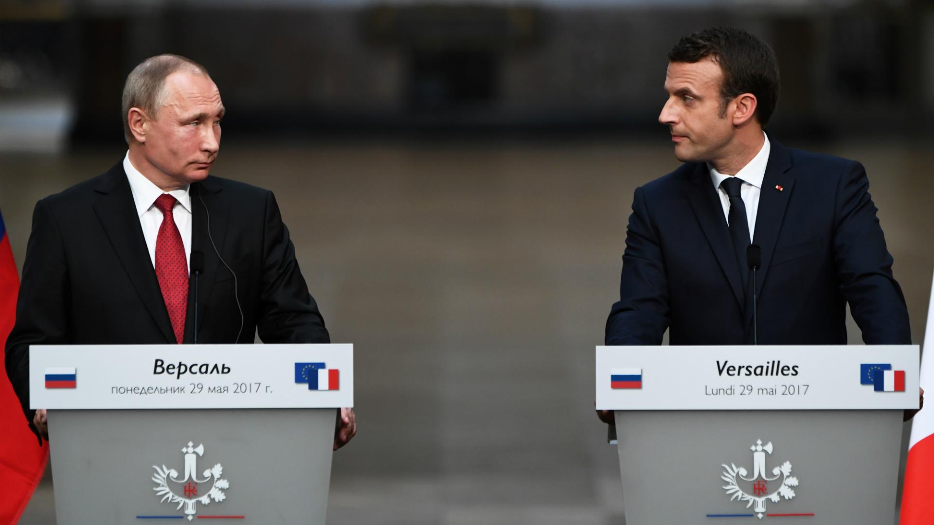 Putin y Macron se reunieron por primera tras la victoria del presidente francés en las elecciones de principios de mayo (AFP)