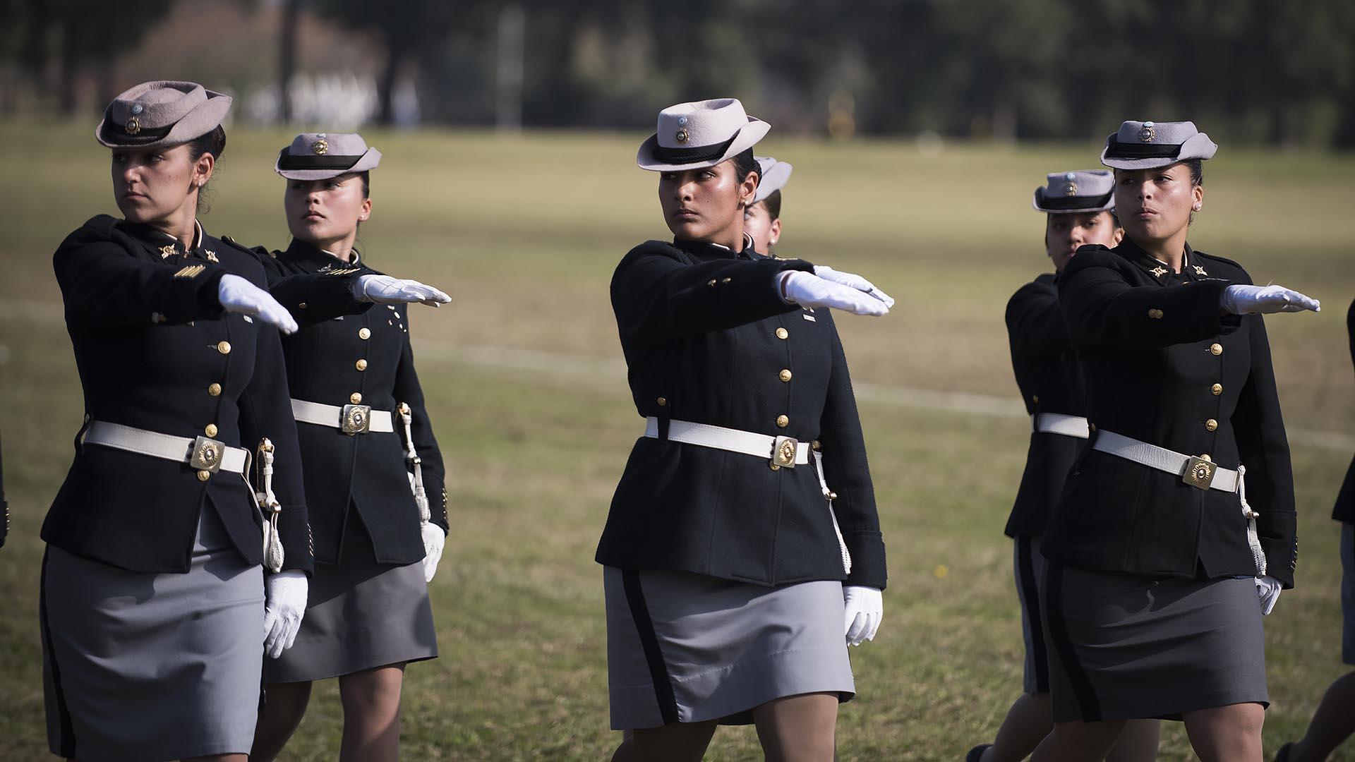 Resultado de imagen para mujeres en el ejército argentino