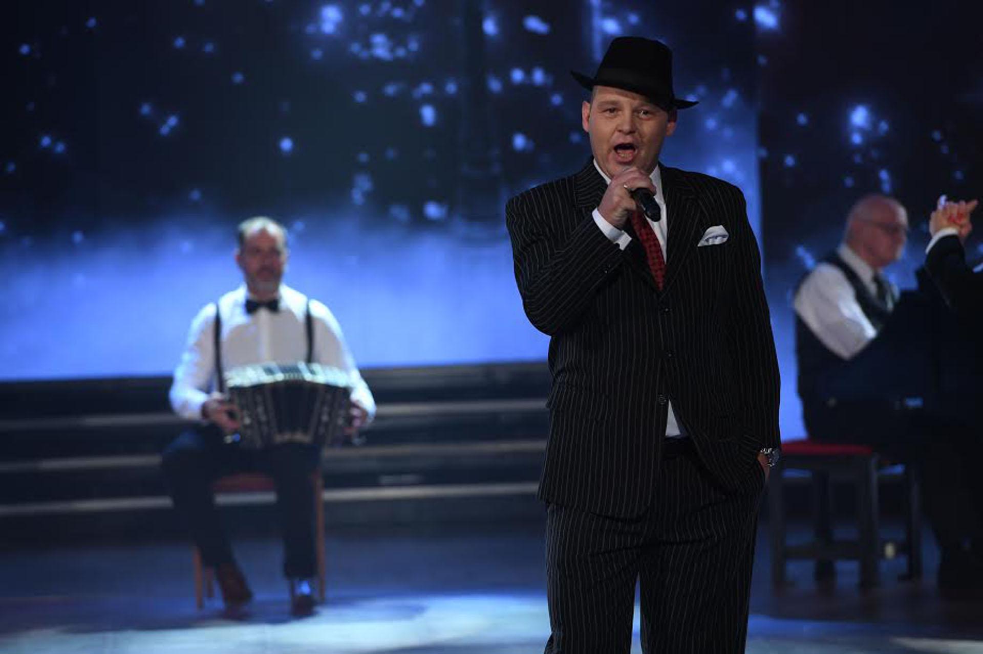 "El Pepo cantó ""El sueño del pibe"" en la apertura musical de ShowMatch"