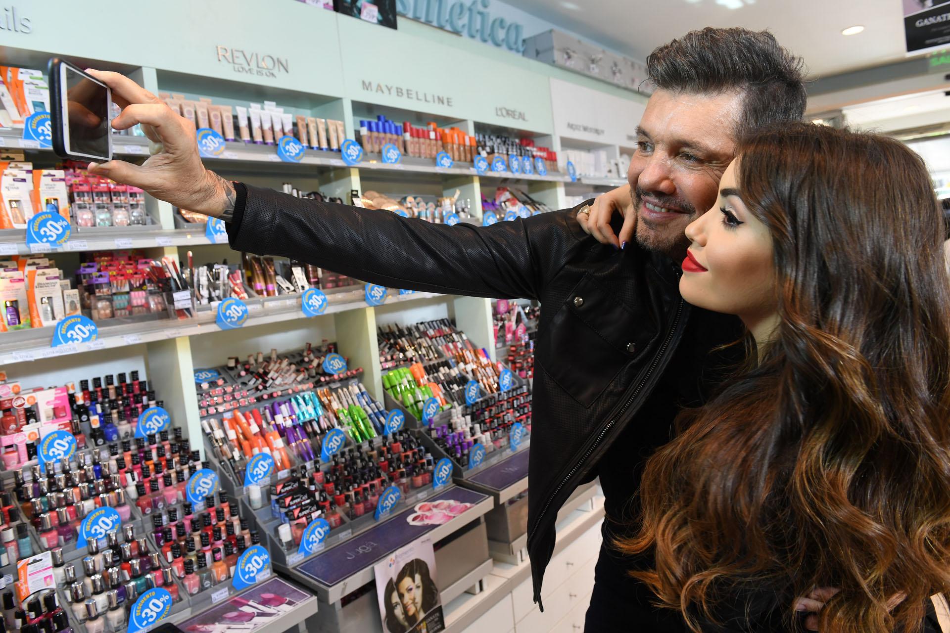 Selfie de Marcelo Tinelli y Lali Espósito