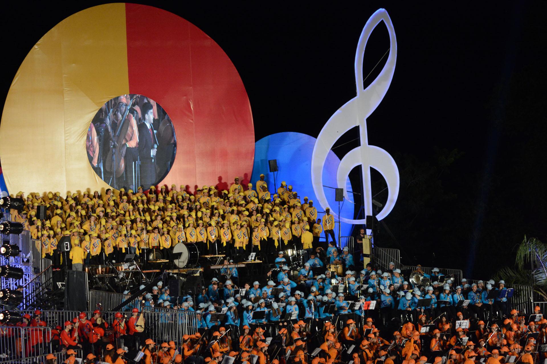 El cierre del encuentro fue espectacular: un concierto final al aire libre dentro del Parque Nacional Iguazú, donde todos los niños tocaron su repertorio juntos