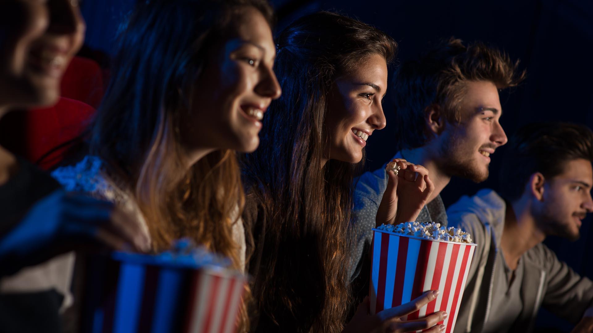 El cine, la salida preferida de los jóvenes argentinos (iStock)
