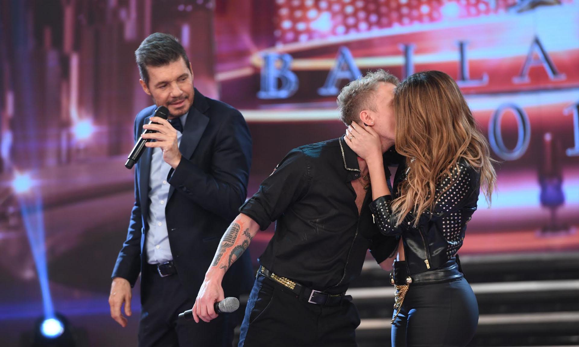 """Silvina y El Polaco se besaron en """"ShowMatch"""", en el debut de ella en el """"Bailando 2017"""""""