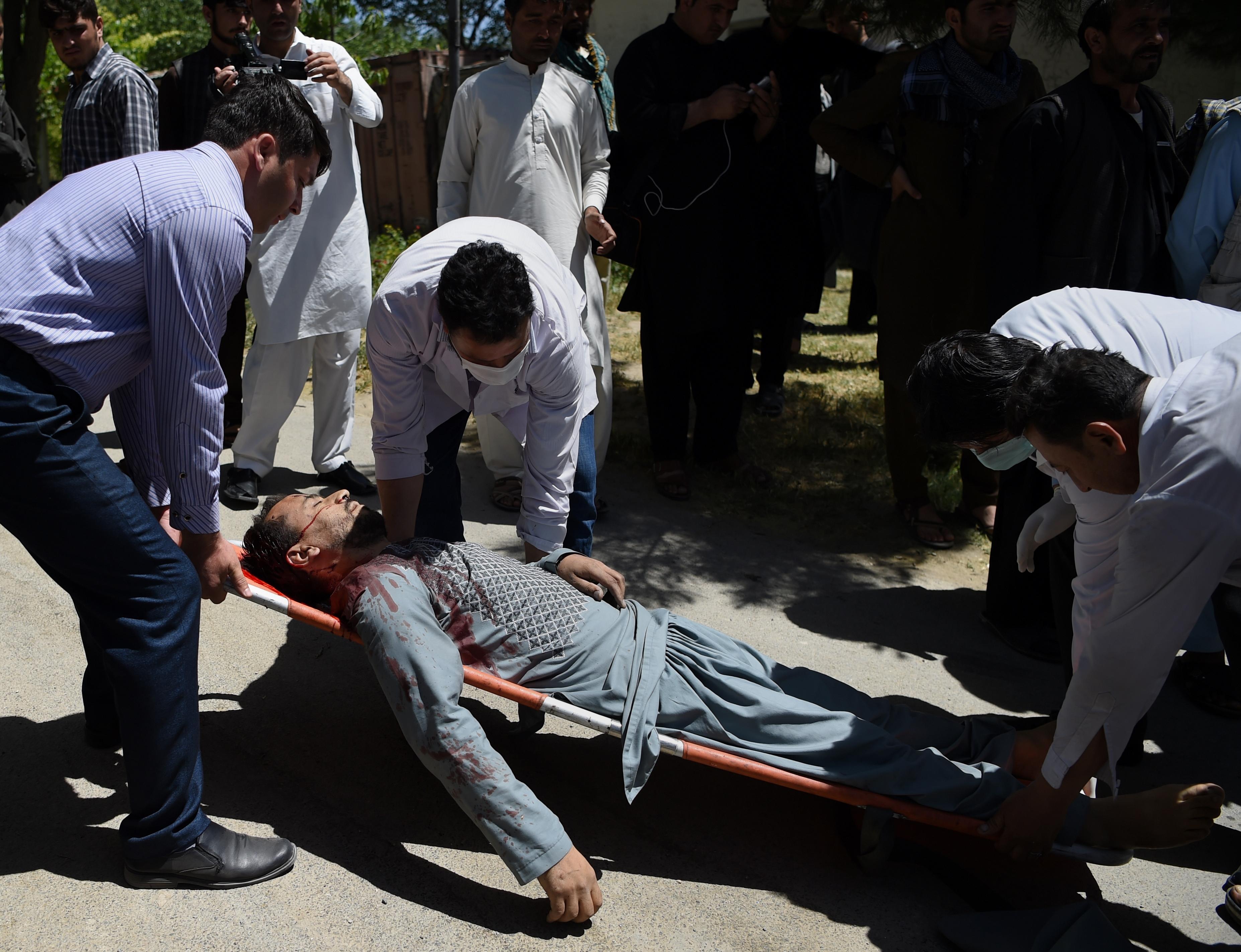 Atentado suicida en Kabul deja 80 muertos