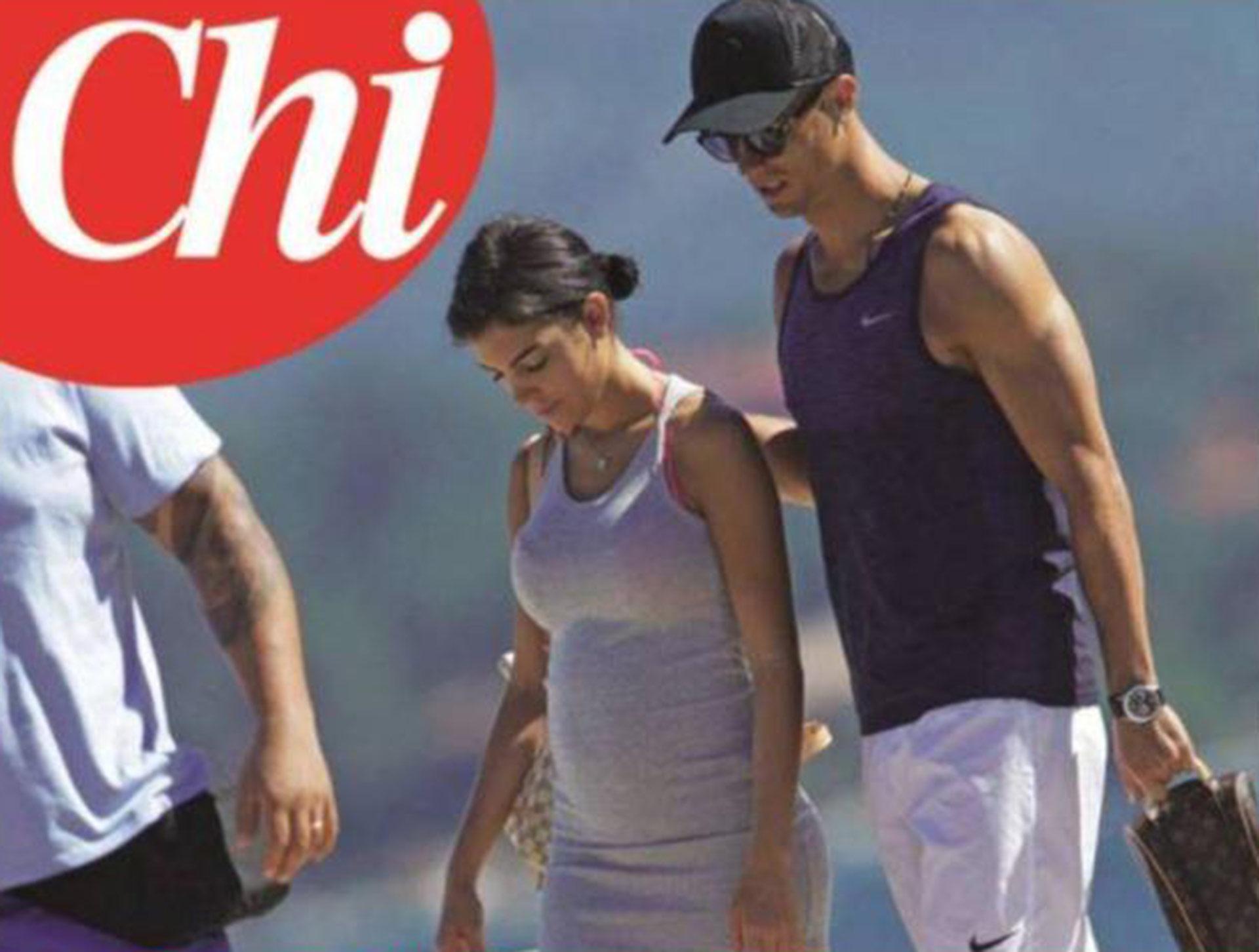 Imagen de Cristiano Ronaldo y su novia, que tiene el vientre hinchado como si estuviera embarazada