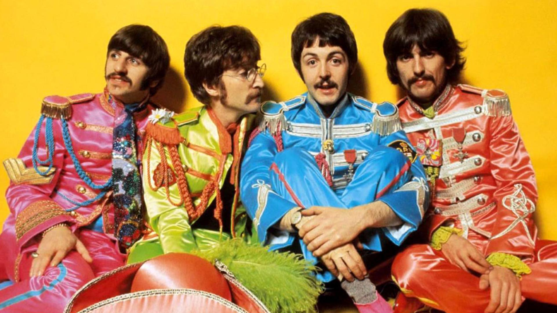Ringo Starr tiene 76 años, John Lennon fue asesinado en 1980, Paul McCartney tiene 74 años y George Harrison murió de cáncer de pulmón en 2001