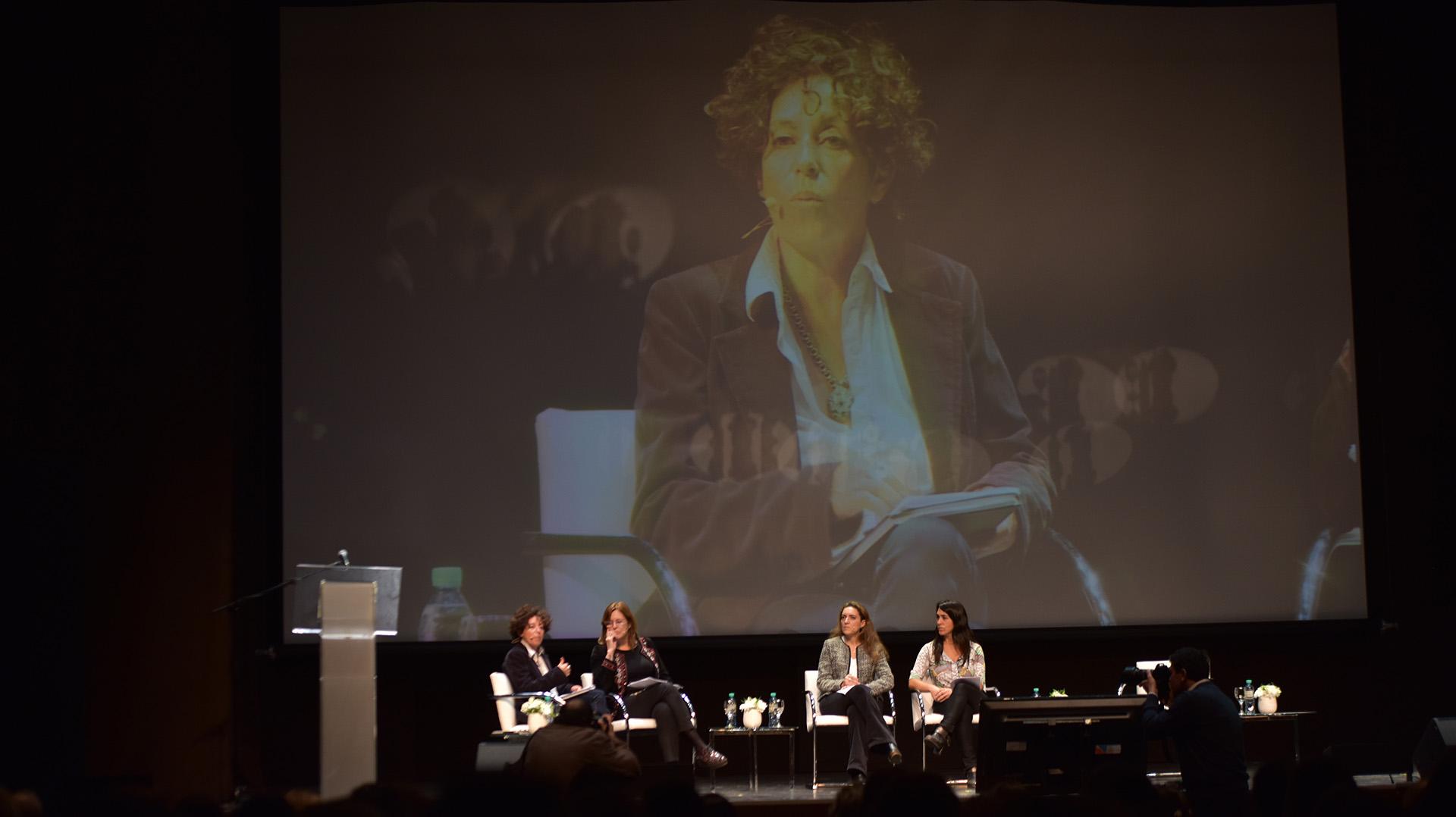 La periodista Marta Dillon fue la coordinadora del primer panel
