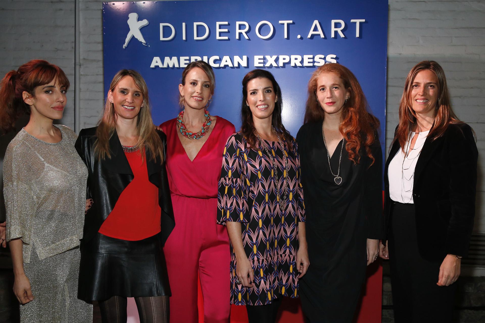 La actriz Paula Kohan junto a Evelin Thesing, gerente de Marketing de American Express; Lucrecia Cornejo y Angie Braun, fundadoras de Diderot.Art; Estefanía Jaugust, curadora de Diderot.Art; y Mariana Cavalli, directora de Producto de American Express