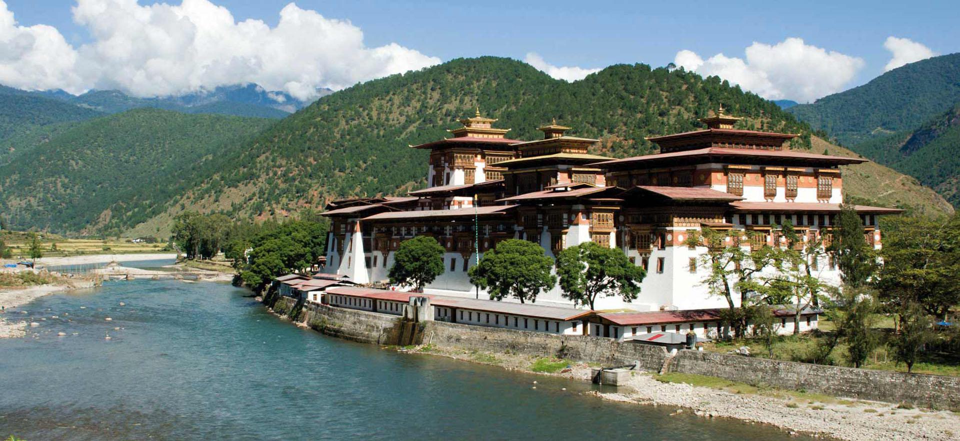 Los clásicos templos de Bután con arquitecturas al estilo japonés.