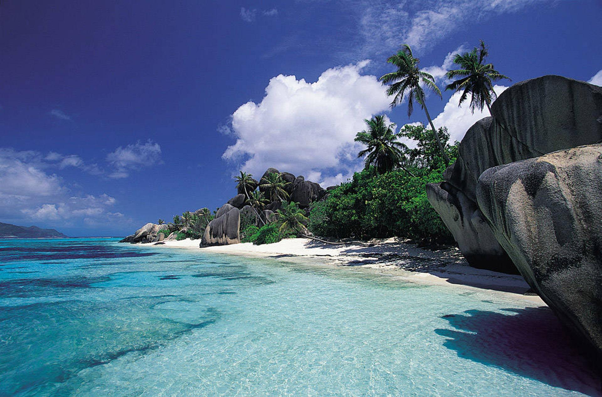 Playas de infinitos tonos de celestes y cristalinos coronan a la isla como una de las mas bonitas