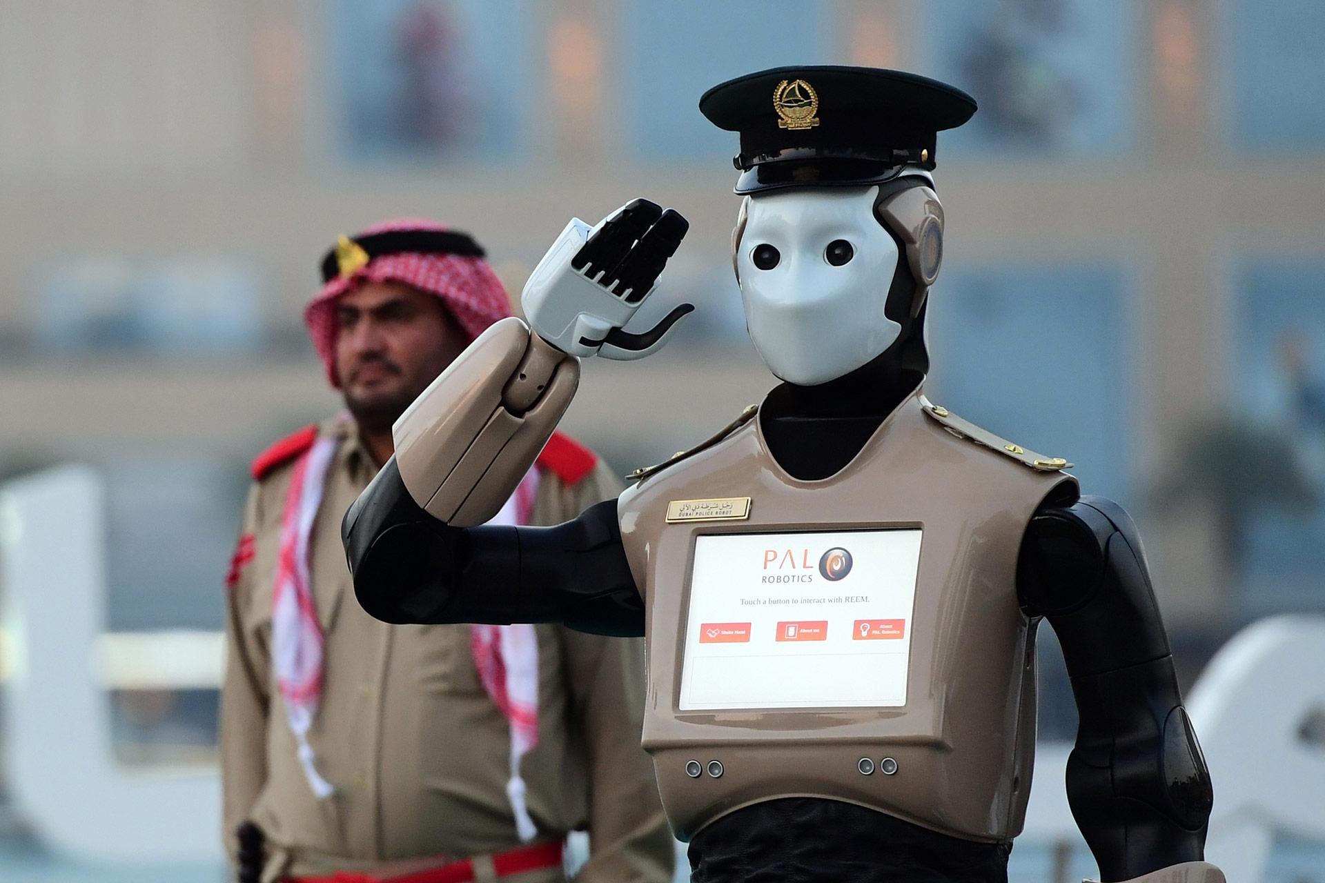 También es capaz de identificar a personas buscadas por las fuerzas de seguridad