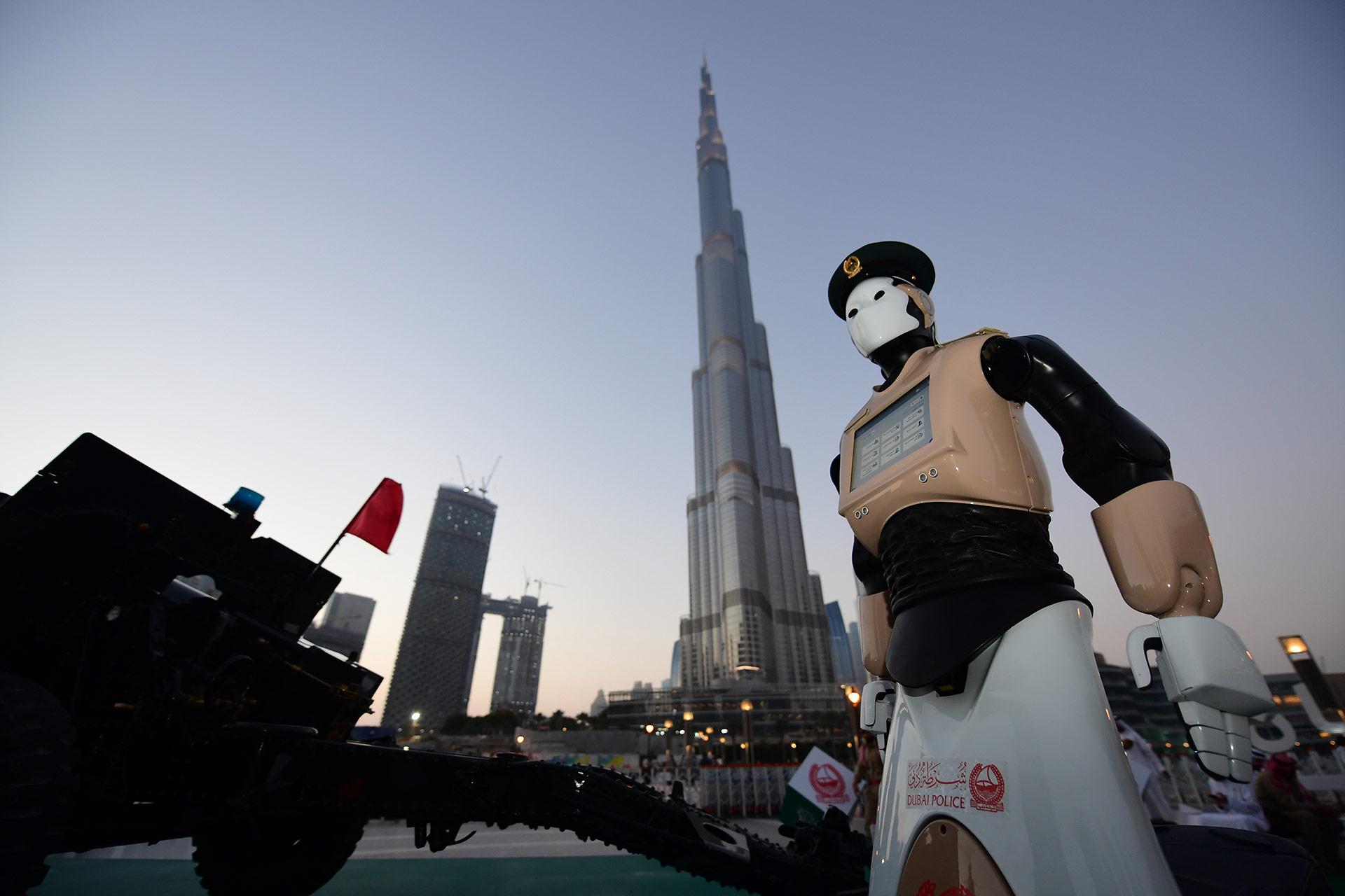El prototipo fue presentado el miércoles por la noche a los pies del Burj Khalifa, el rascacielos más alto del mundo (con 828 metros), y generó gran expectativa a su alrededor