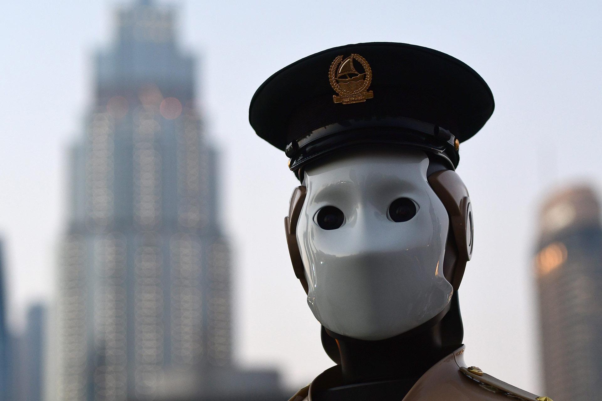 Estos androides estarán desplegados principalmente en las zonas turísticas, informó el oficial, quien admitió –sin embargo– que no puede substituir a los policías en el momento de la detención