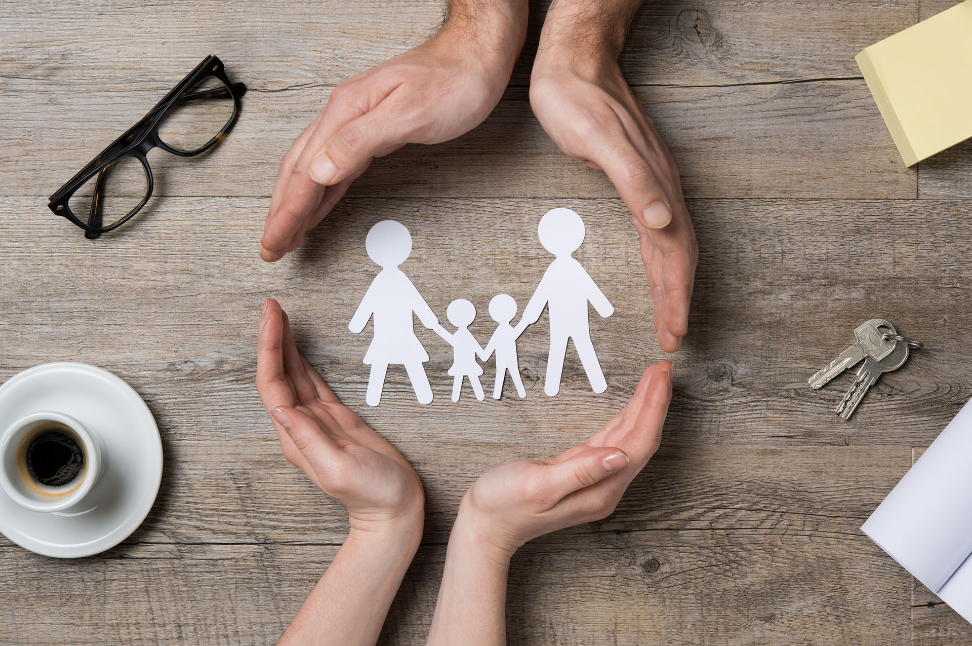 Comentarios, sugerencias hasta ataques, los padres de hoy son descalificados a través de las redes (iStock)