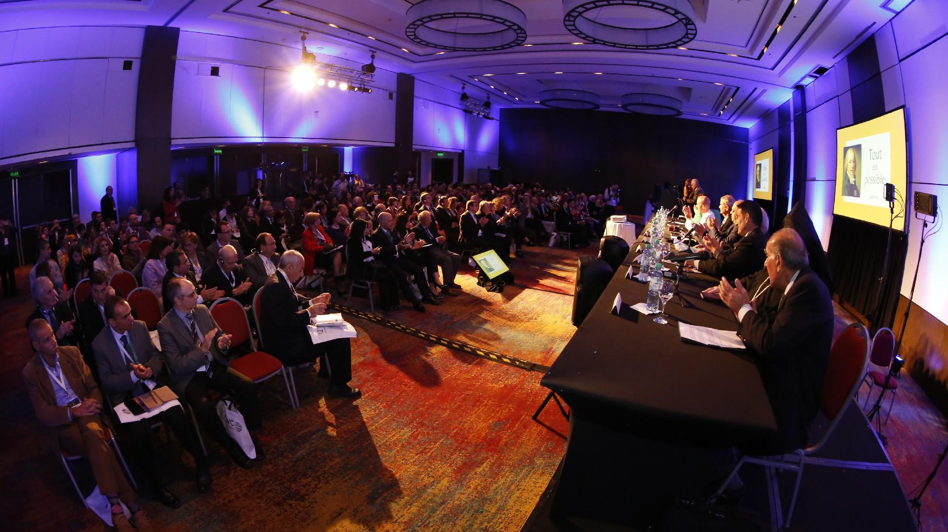 Durante la tarde del miércolesse celebró la inauguración del congreso con la exposición de los principales conferencistas y una sala colmada