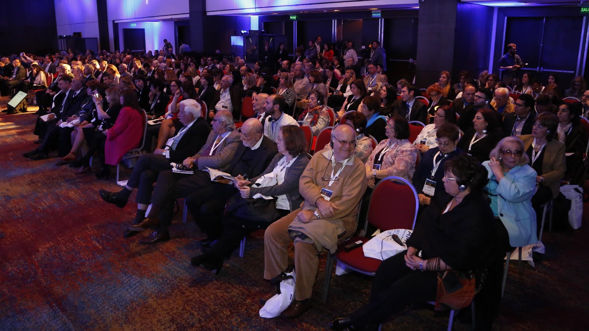 Profesionales de la salud y parte de la comunidad armenia presenció la inauguración del congreso mundial