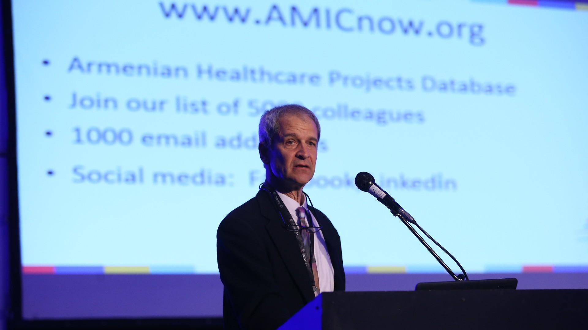 Manoukian Jerry, Presidente de AMIC (Armenian Medical International Committee), una organización sin fines de lucro con sede en Canadá