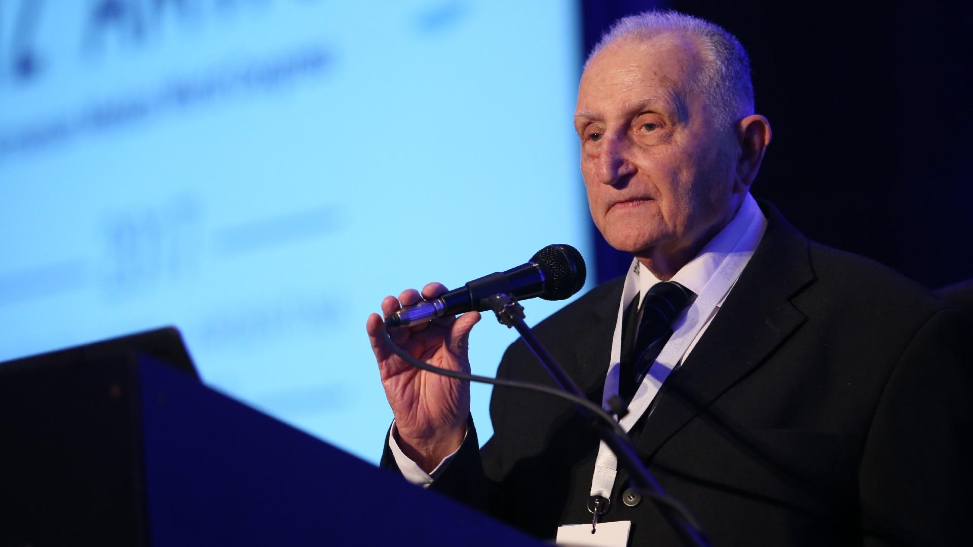 Agop Kerkiacharian, presidente de la primera edición del congreso celebrado en Beirut, capital del Líbano en 1974