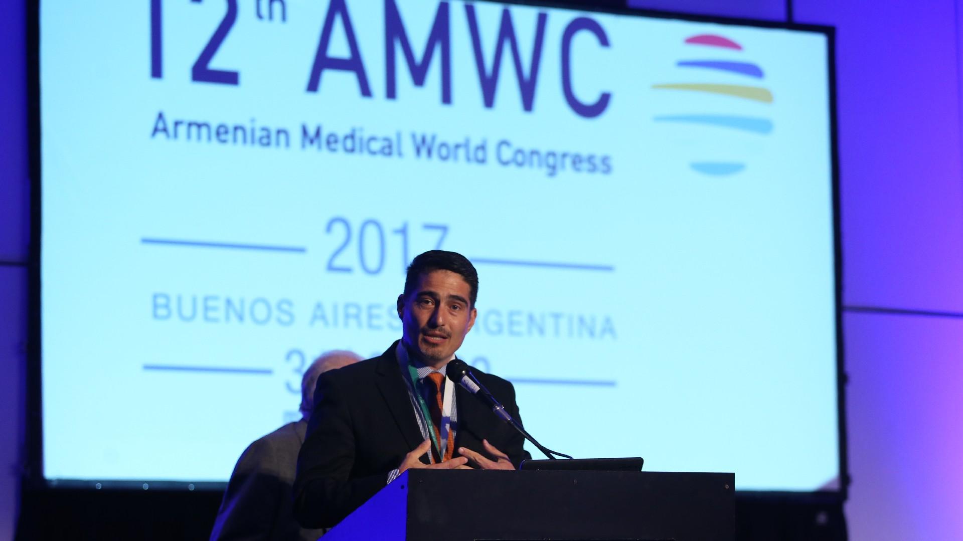 Vicken Sepilian, presidente la edición número once del Congreso de Profesionales de la Salud Armenios, realizado en Los Ángeles en 2013