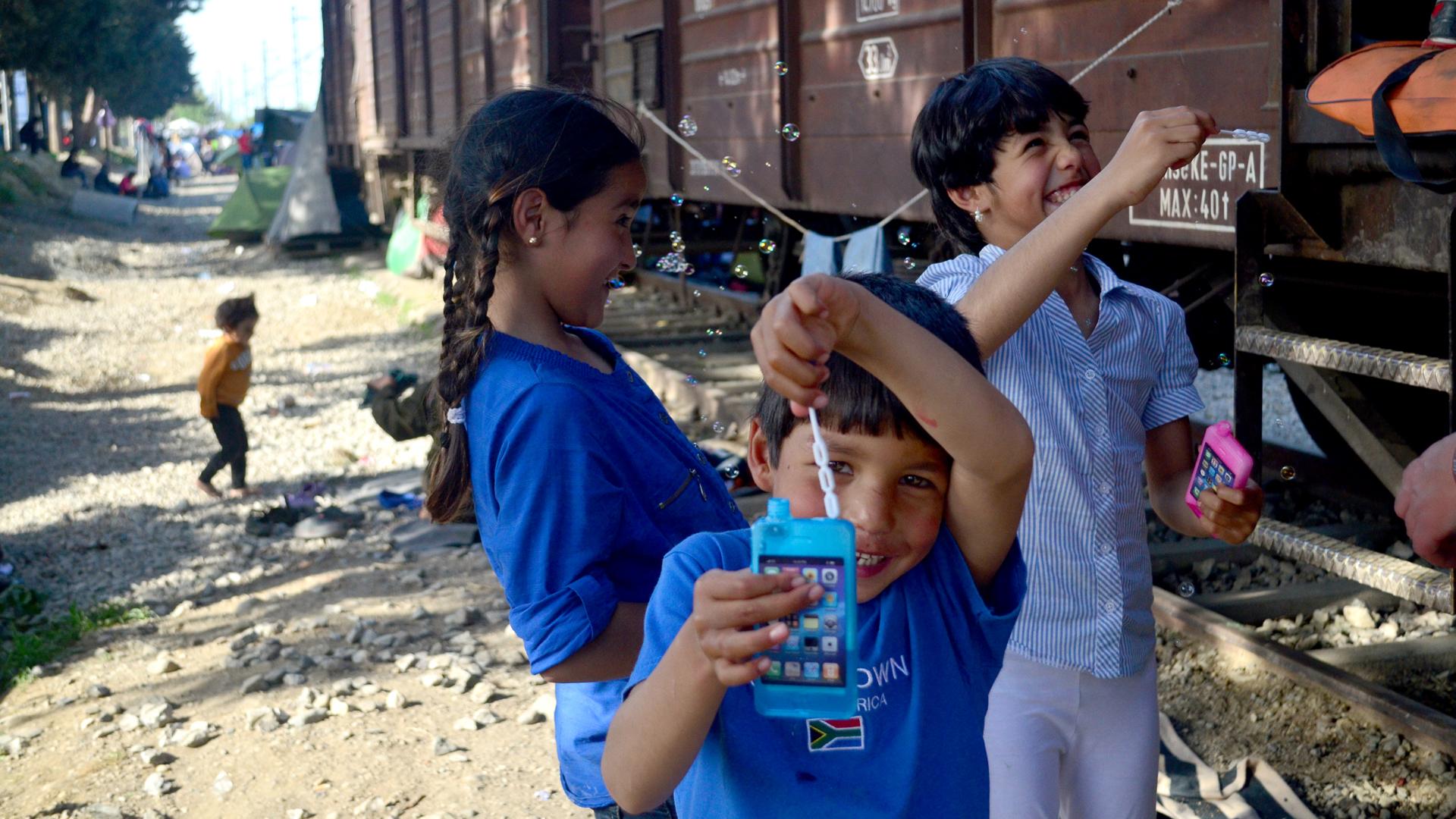 Niños sirios, afganos, paquistaníes: cerca de quince mil personas vivieron en Idomeni (Araz Hadjian)