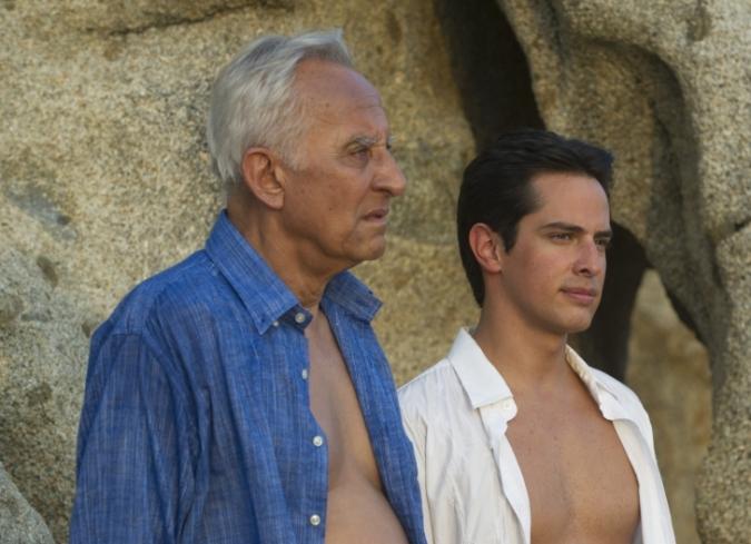 Dos actores recrean a Mariano en los dos tiempos en que se desarrolla 'Acapulco, la vida va'