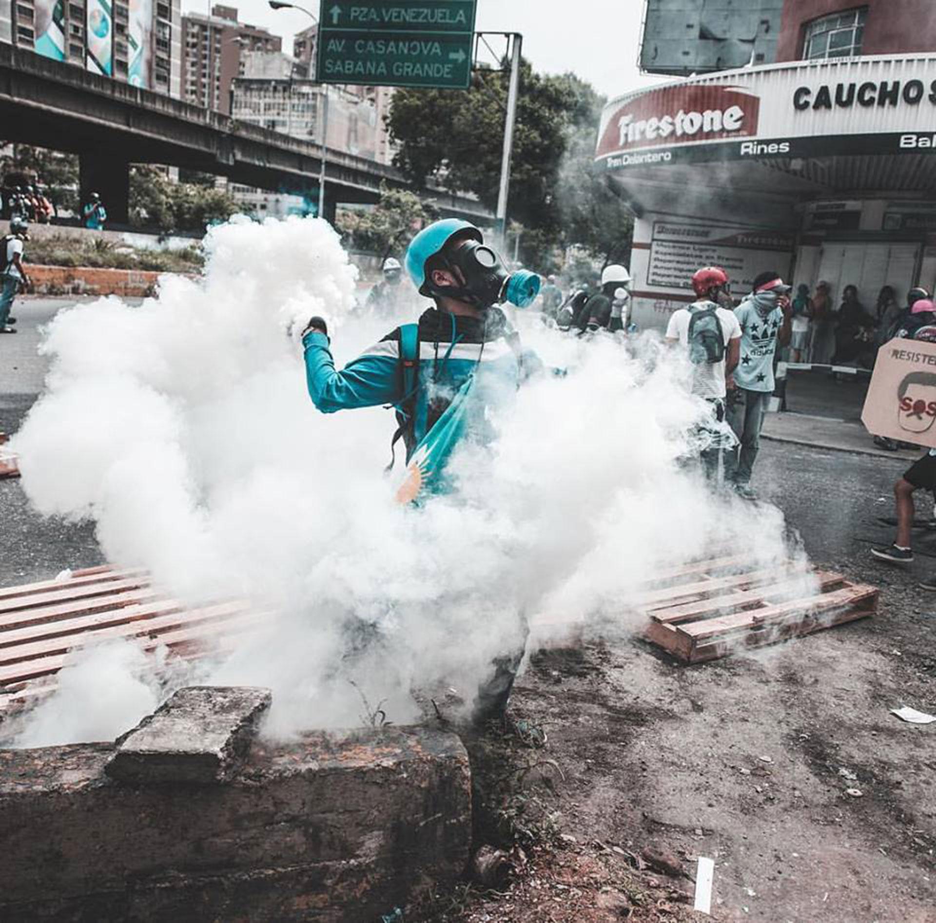 """Rodeado por gas 22M"""