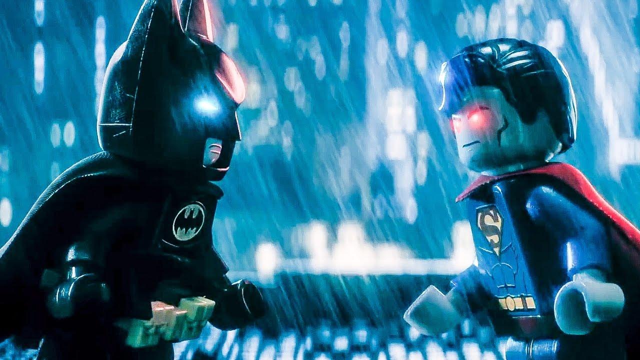 """La película se burla del choqueentresuperhéroesen """"Batman vs Superman: Dawn of Justice""""."""
