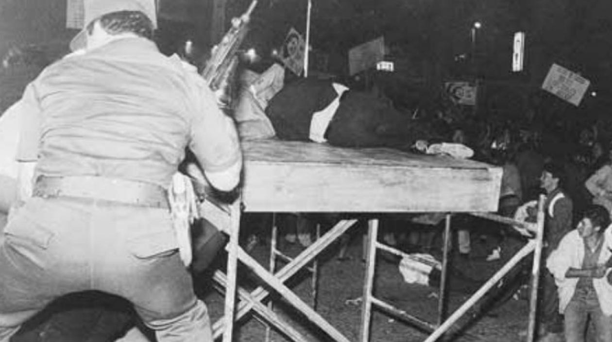 Aesinato del candidato presidencial Luis Carlos Galán, durante un acto en Soacha, Bogotá. Era el 18 de agosto de 1989. La guerra de Escobar contra el gobierno y los demás carteles era absoluta