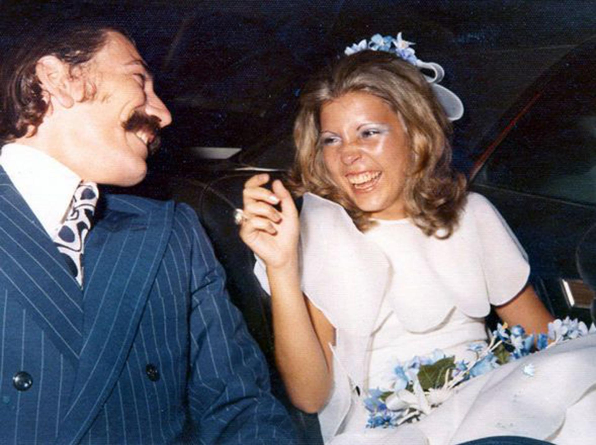 A los 17 se casó con Enrique Santos, un hombre 10 años mayor. Al año se había separado y ya tenía a su primer hijo: Enrique. Diez años después, se casó con Miguel Benítez y nacieron Ignacio y Victoria