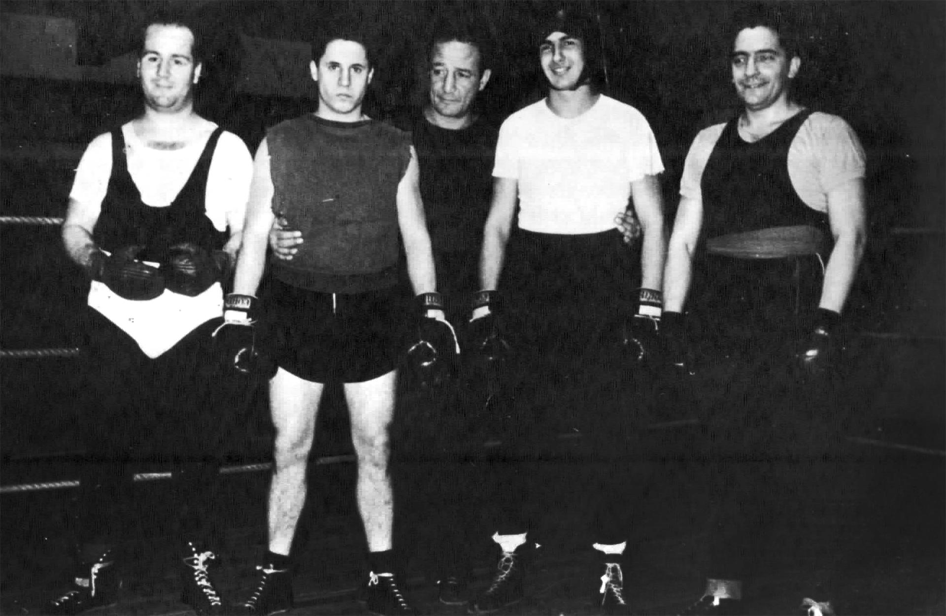 """Cuarto de izquierda a derecha, Juan Carlos """"Tito"""" Lectoure"""