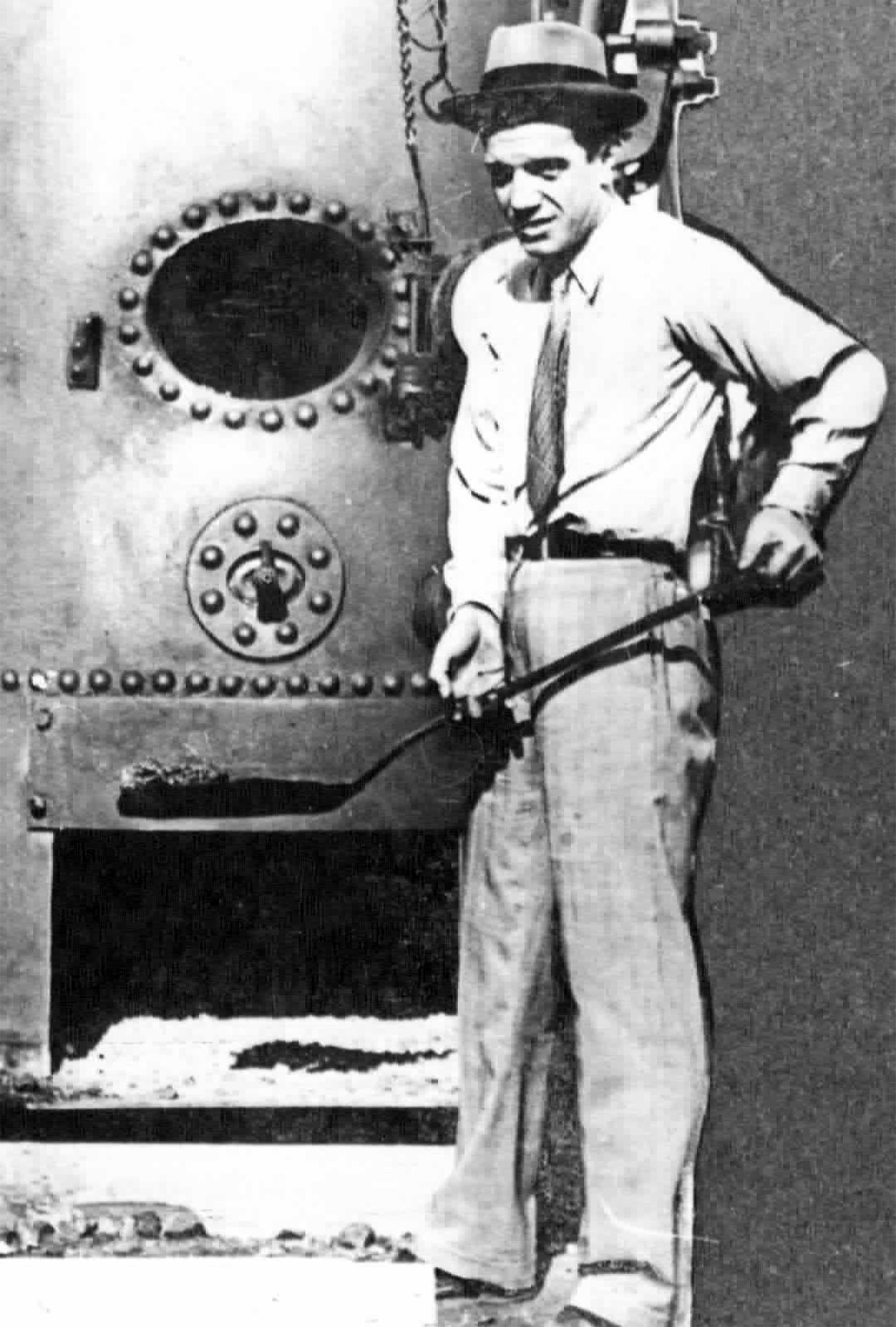 José Lecture durante la construcción del Luna Park