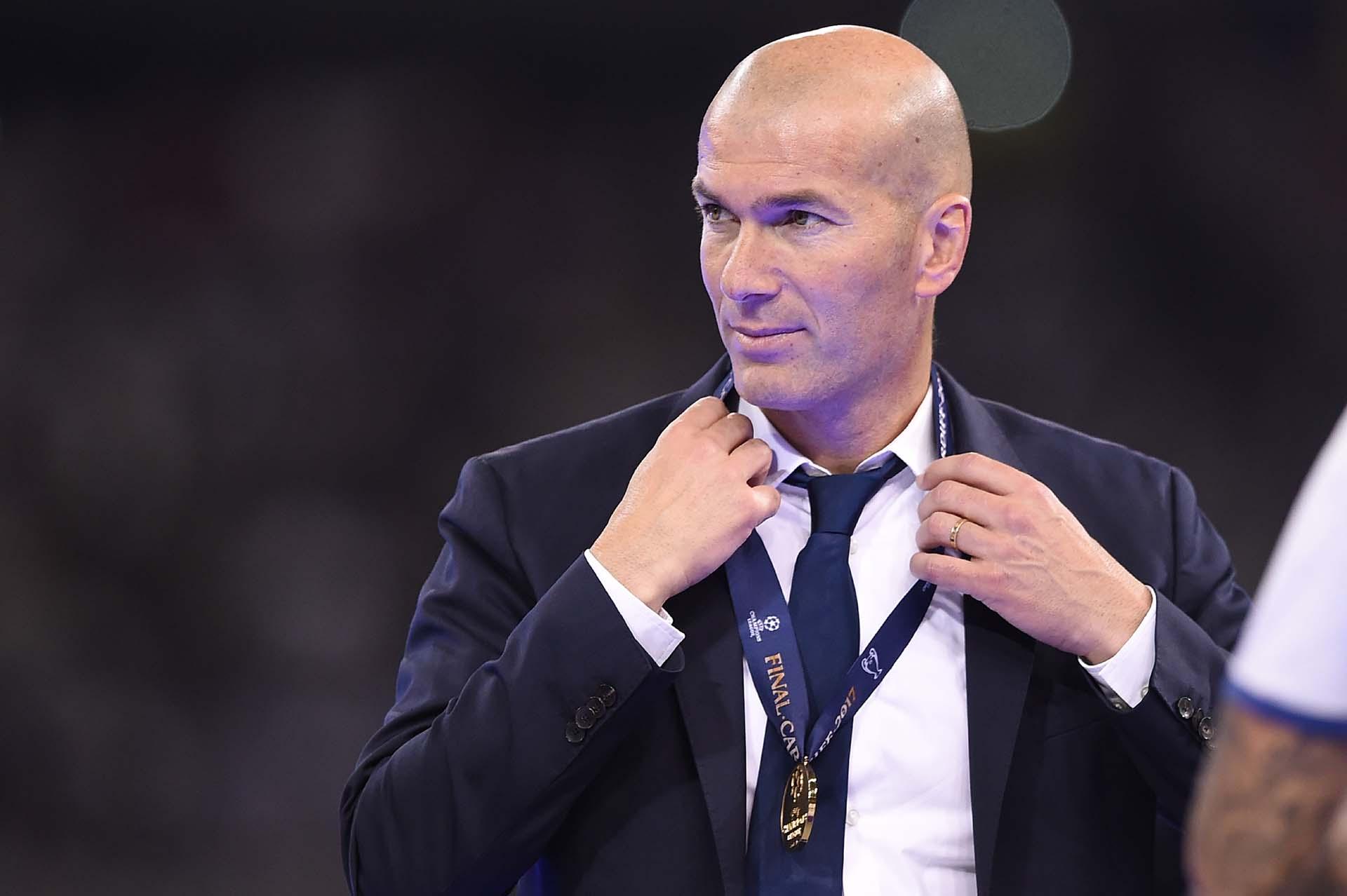 Zidane dio una charla magistral al descanso de la final de la Champions League y luego se colgó la medalla de campeón
