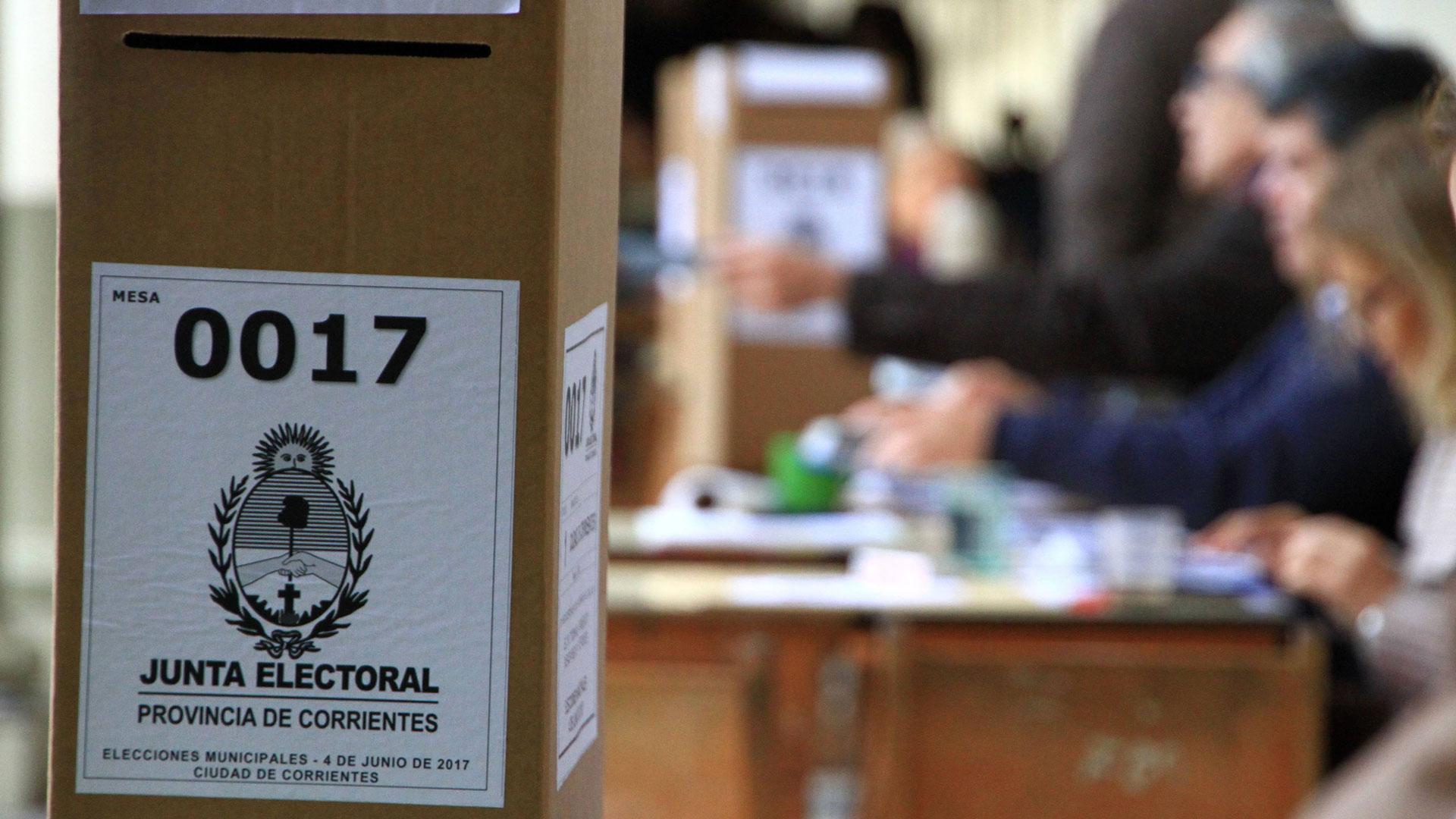 Las urnas de votación que se utilizaron en Corrientes (Telam)