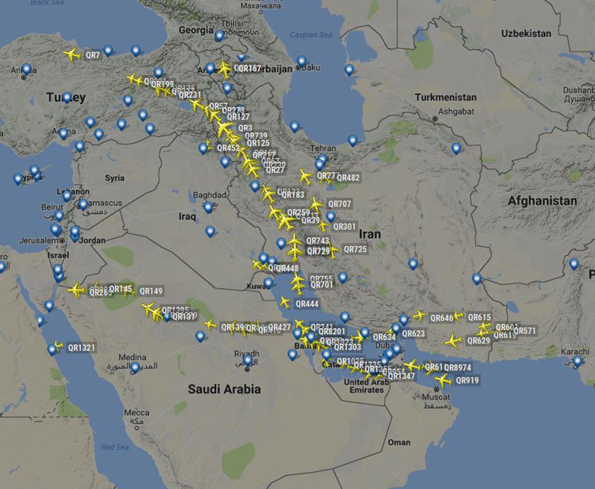 Aunque el bloqueo formal comenzará mañana, Qatar comienza a evitar el espacio aéreo saudita y realiza sus vuelos a Europa atravesando Irán y evitando a Iraq (@samtamiz/FlightRadar24)